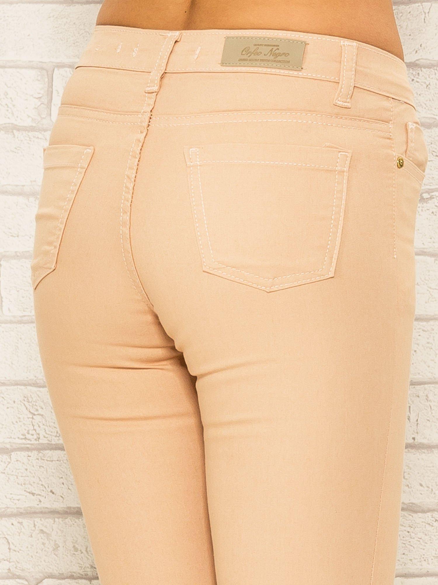 Jasnobrązowe spodnie rurki skinny z kieszeniami                                  zdj.                                  6