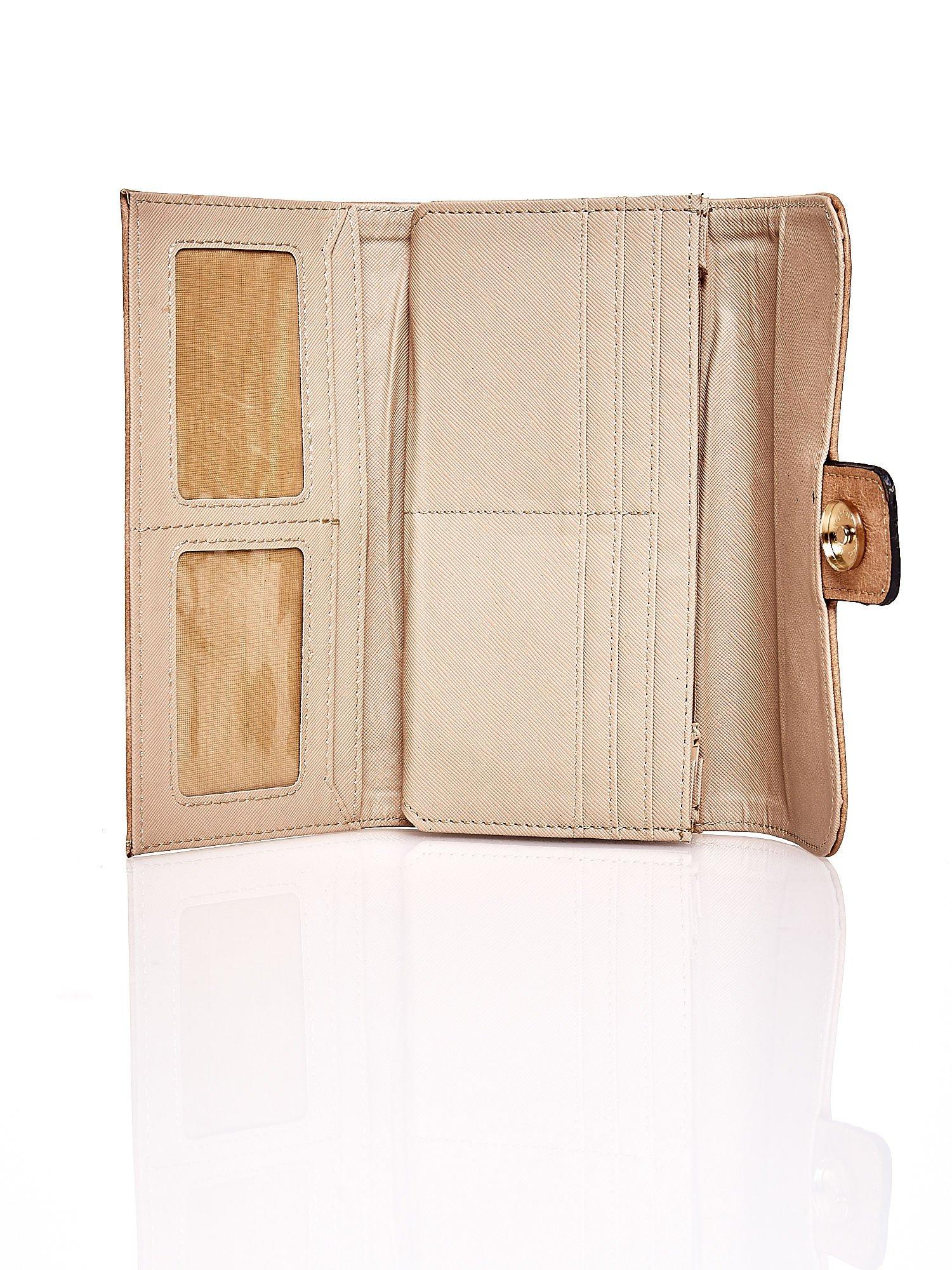 Jasnobrązowy portfel z zapięciem na magnes                                  zdj.                                  4