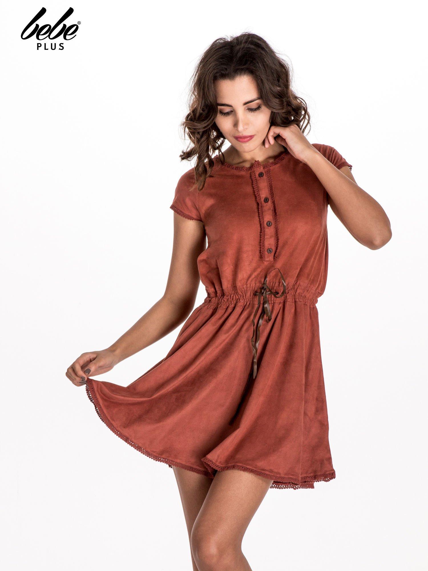 Jasnoczerwona sukienka z zamszu w stylu boho                                  zdj.                                  1