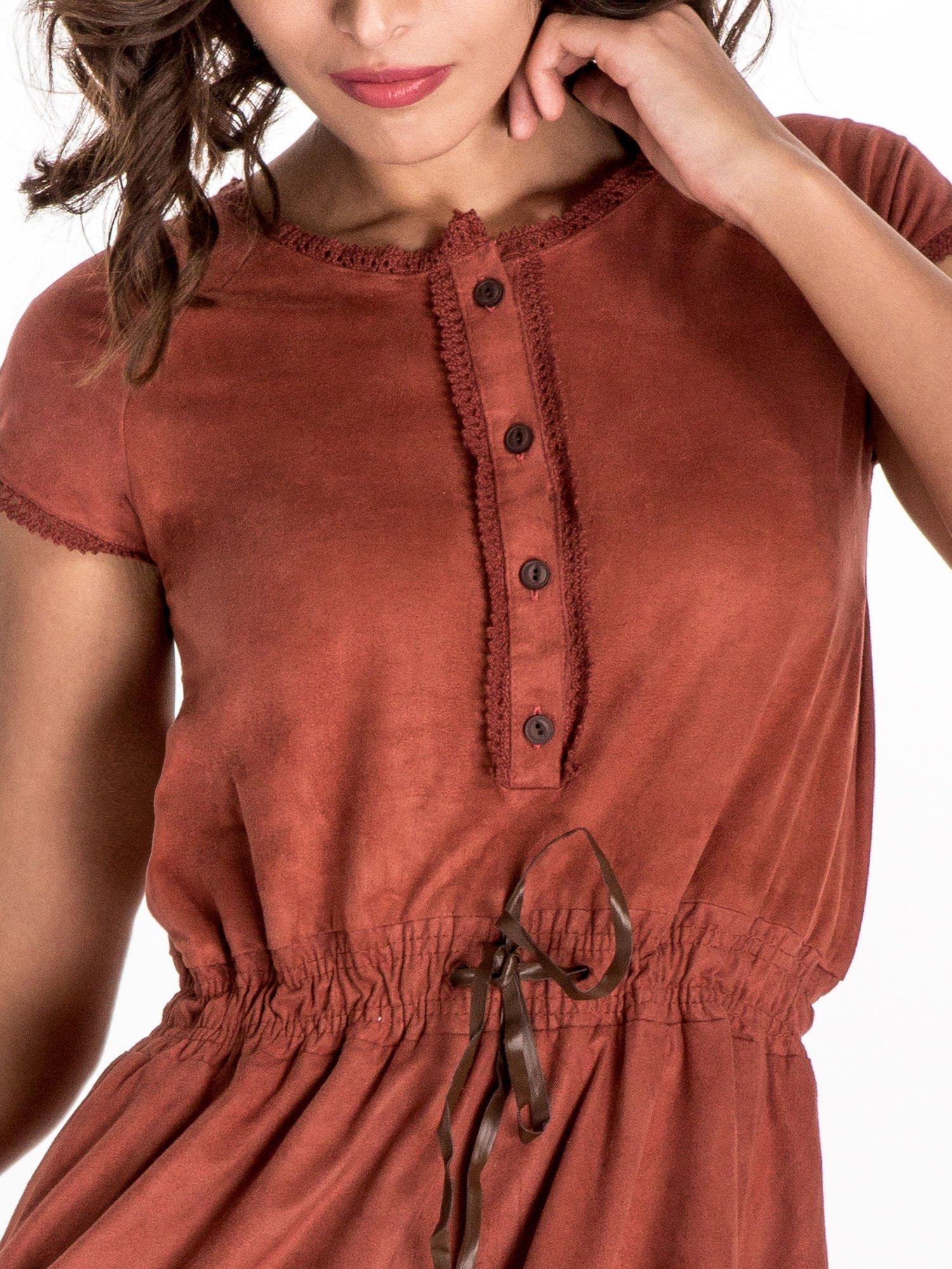 Jasnoczerwona sukienka z zamszu w stylu boho                                  zdj.                                  5