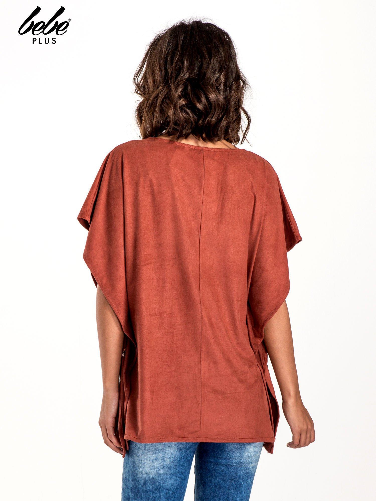 Jasnoczerwona zamszowa bluzka z haftem w stylu boho                                  zdj.                                  3