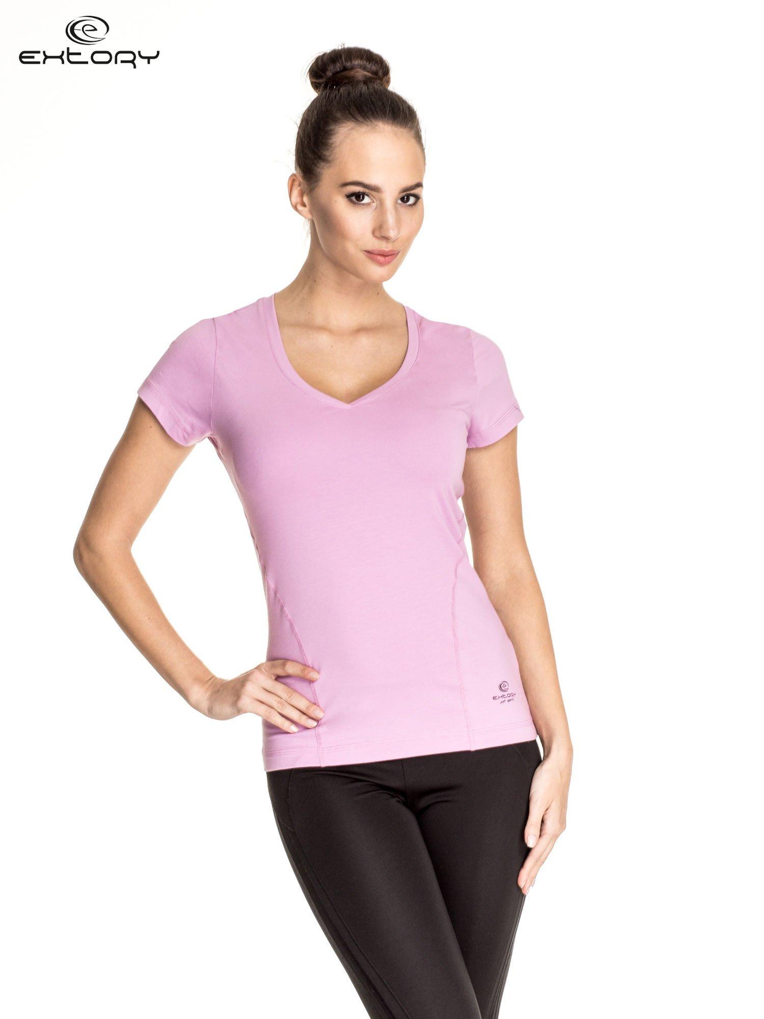 Jasnofioletowy damski t-shirt sportowy z dekoltem V PLUS SIZE                                  zdj.                                  1