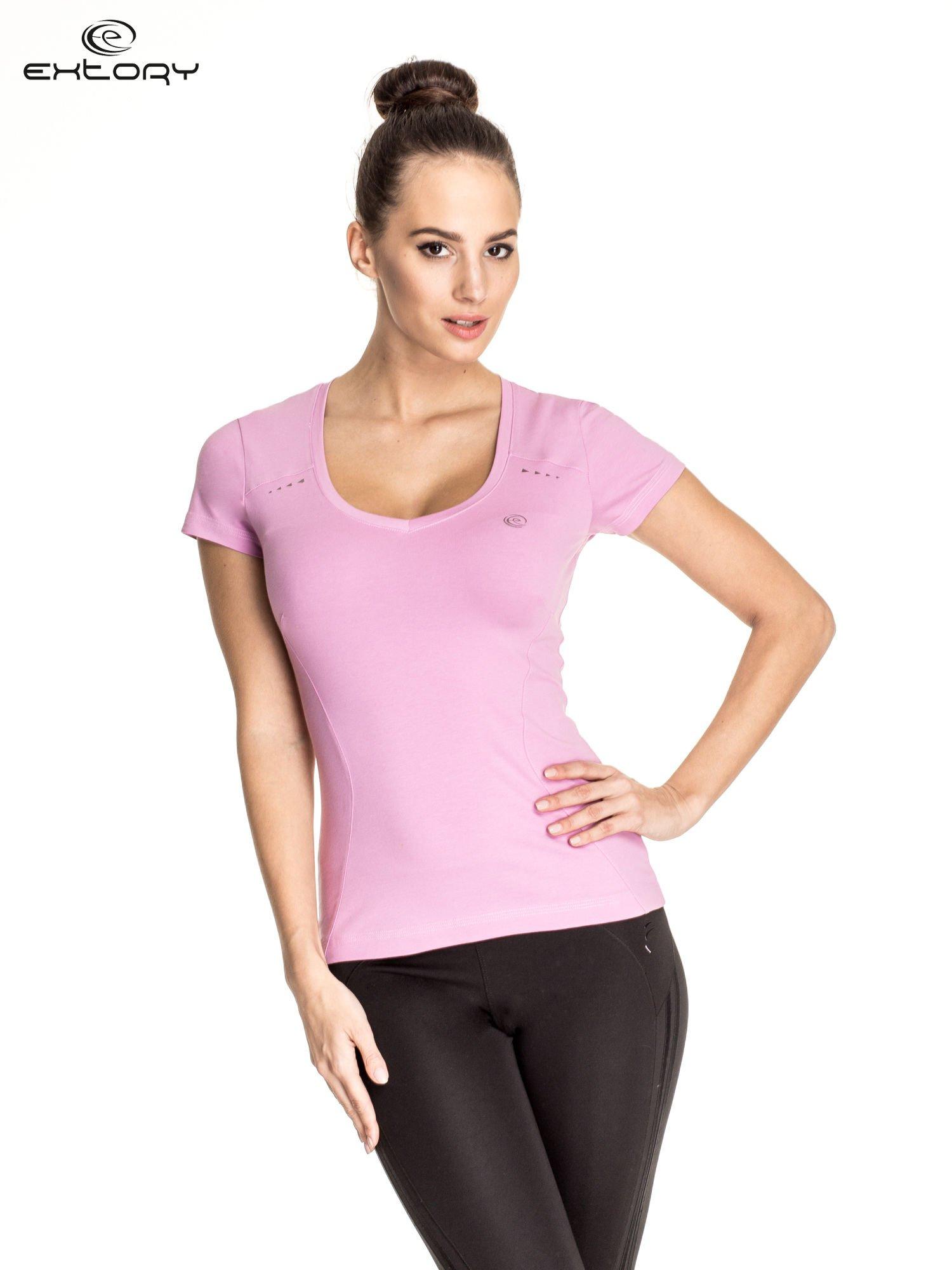 Jasnofioletowy damski t-shirt sportowy z przeszyciami                                  zdj.                                  1