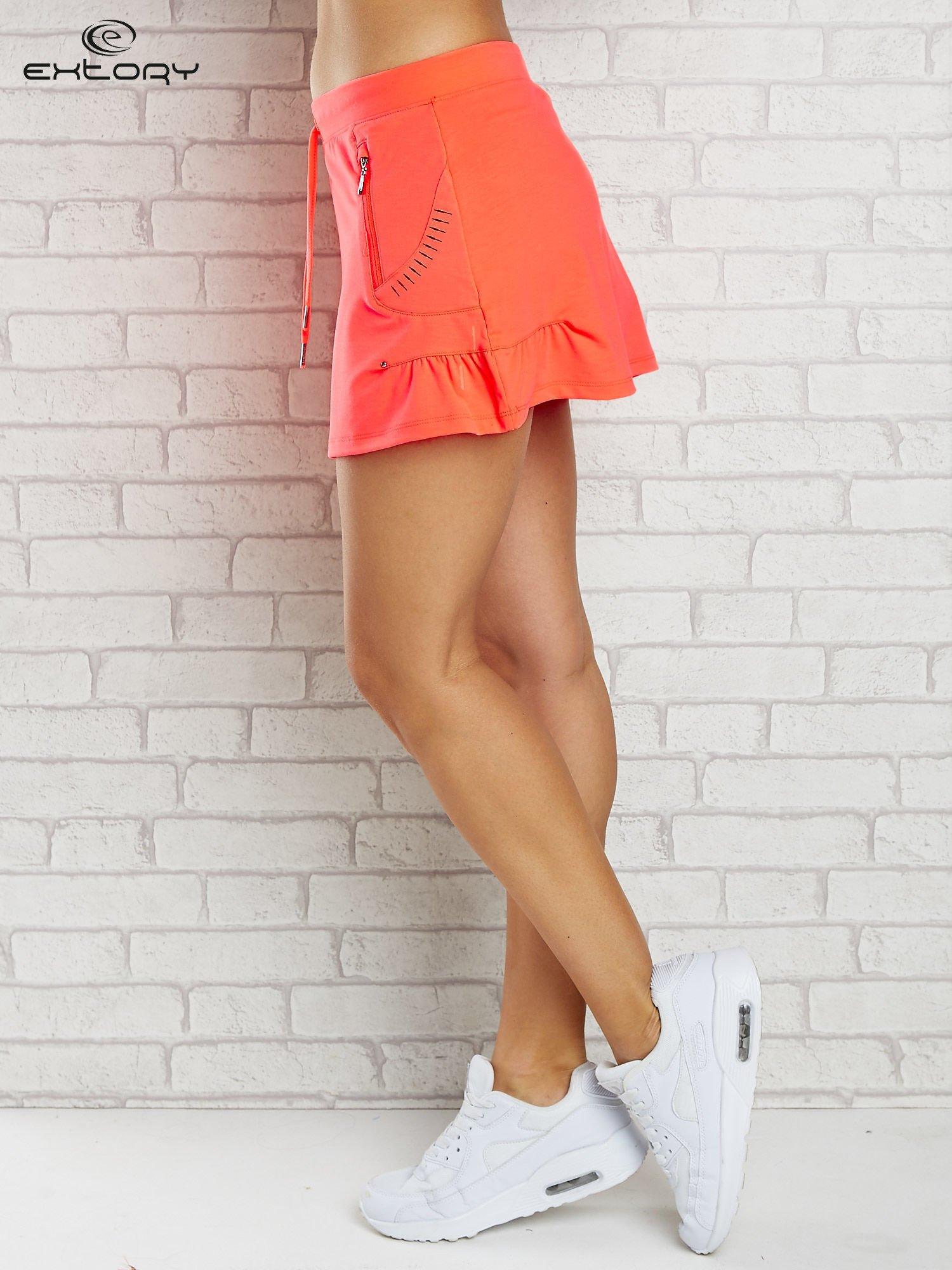 Jasnokoralowa spódnica dresowa z troczkami i kieszonką                                  zdj.                                  3