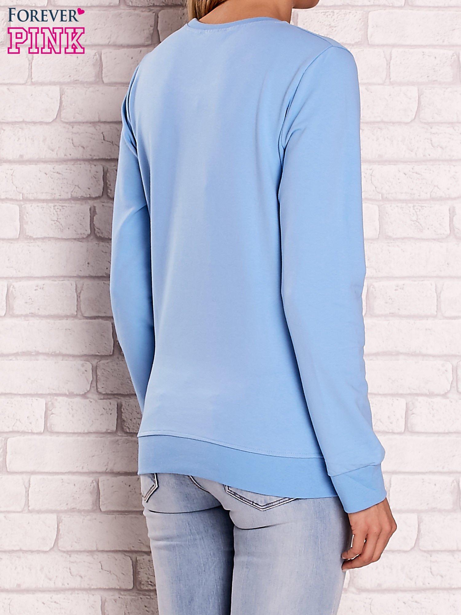 Jasnoniebieska bluza z motywem paryskim                                  zdj.                                  4