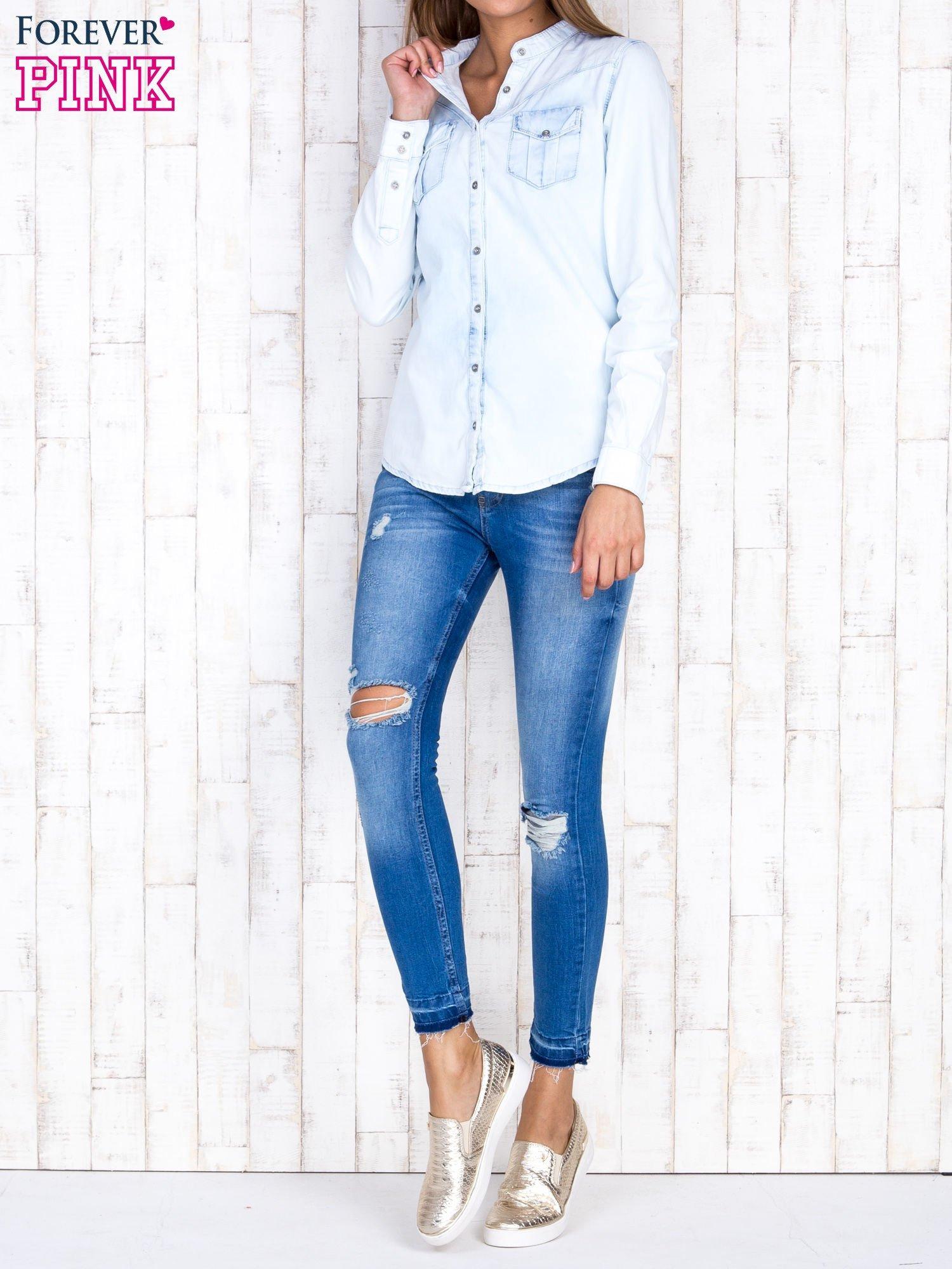 Jasnoniebieska damska koszula z jeansu                                  zdj.                                  4