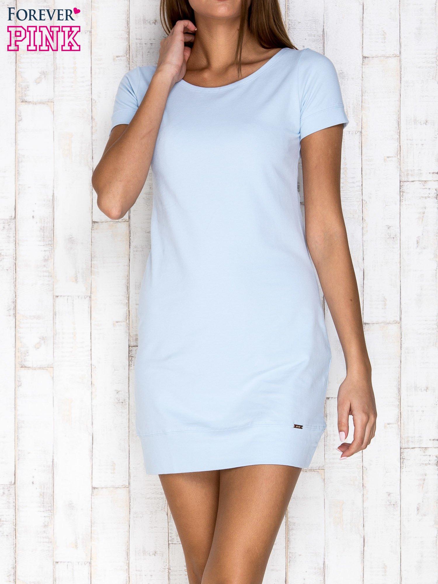 Jasnoniebieska gładka sukienka ze ściągaczem na dole                                  zdj.                                  1