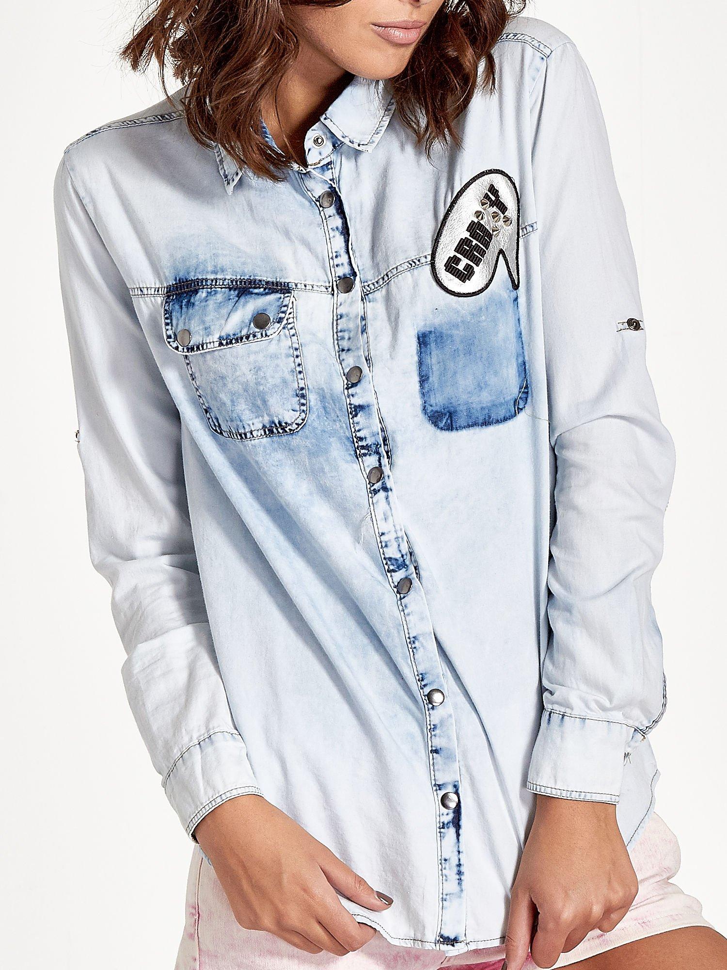 Jasnoniebieska jeansowa koszula z naszywkami                                  zdj.                                  5