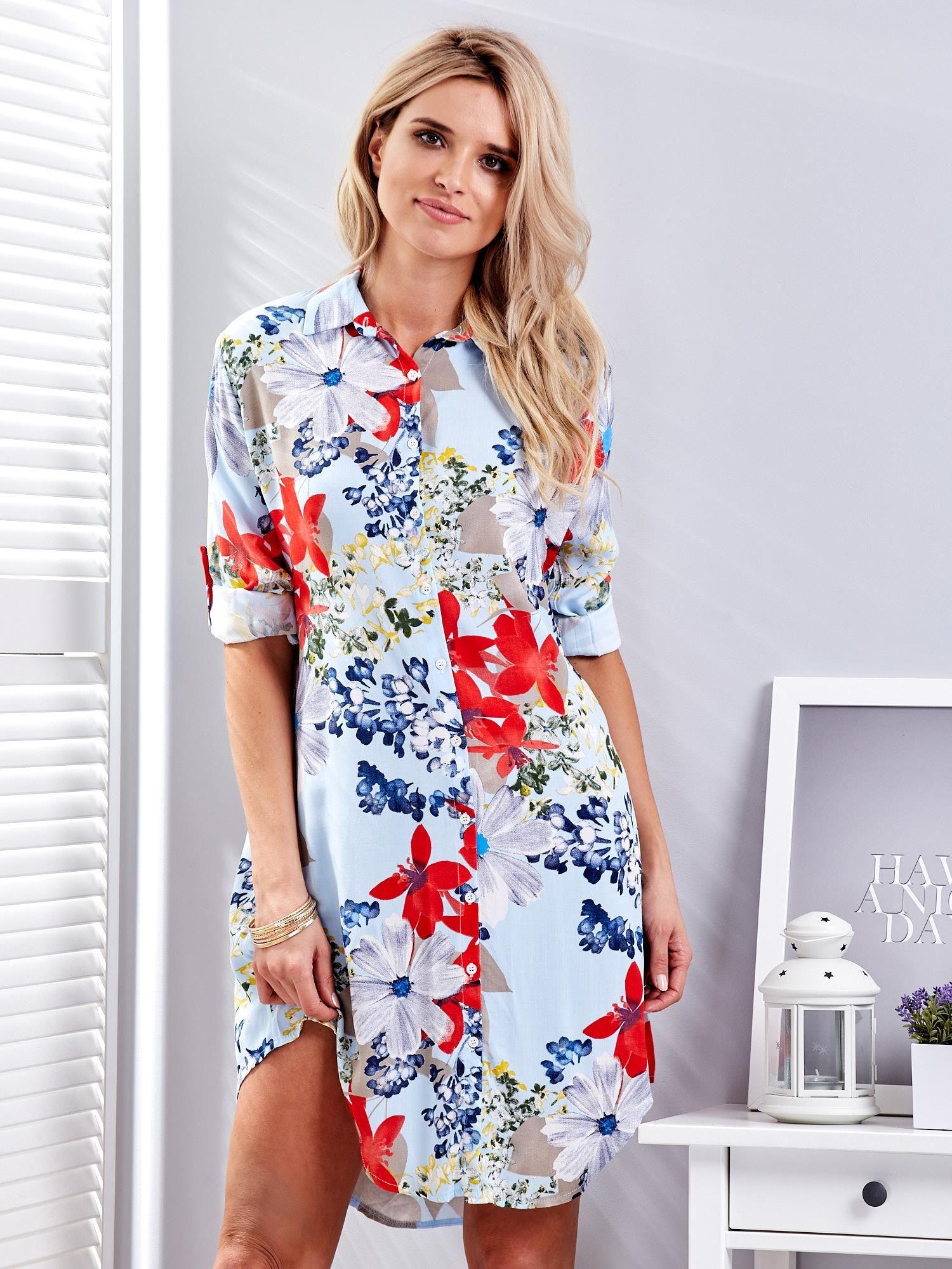 4e418dee Jasnoniebieska koszulowa sukienka w kolorowe kwiaty