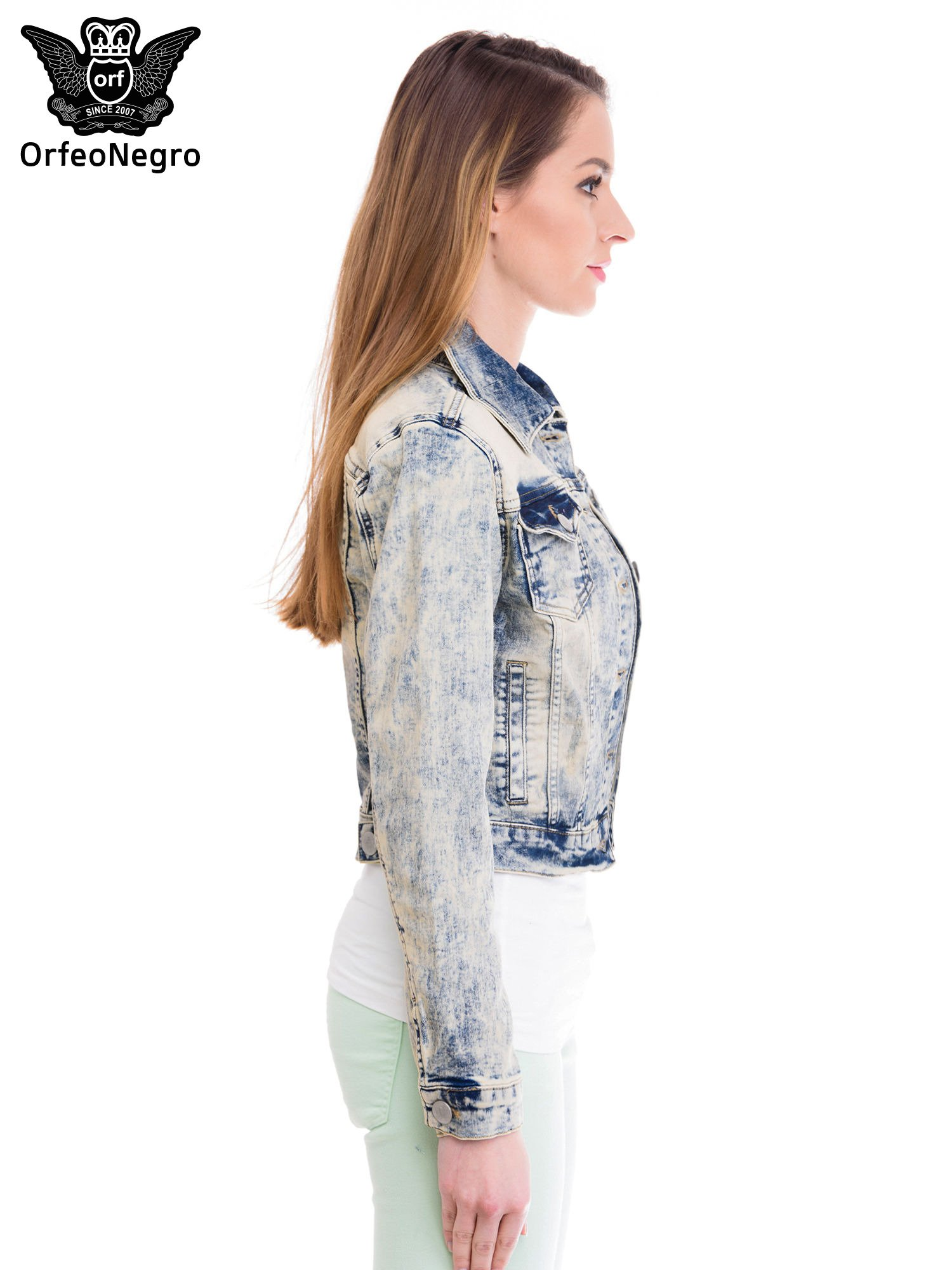 Jasnoniebieska kurtka jeansowa damska z marmurkowego denimu                                  zdj.                                  3
