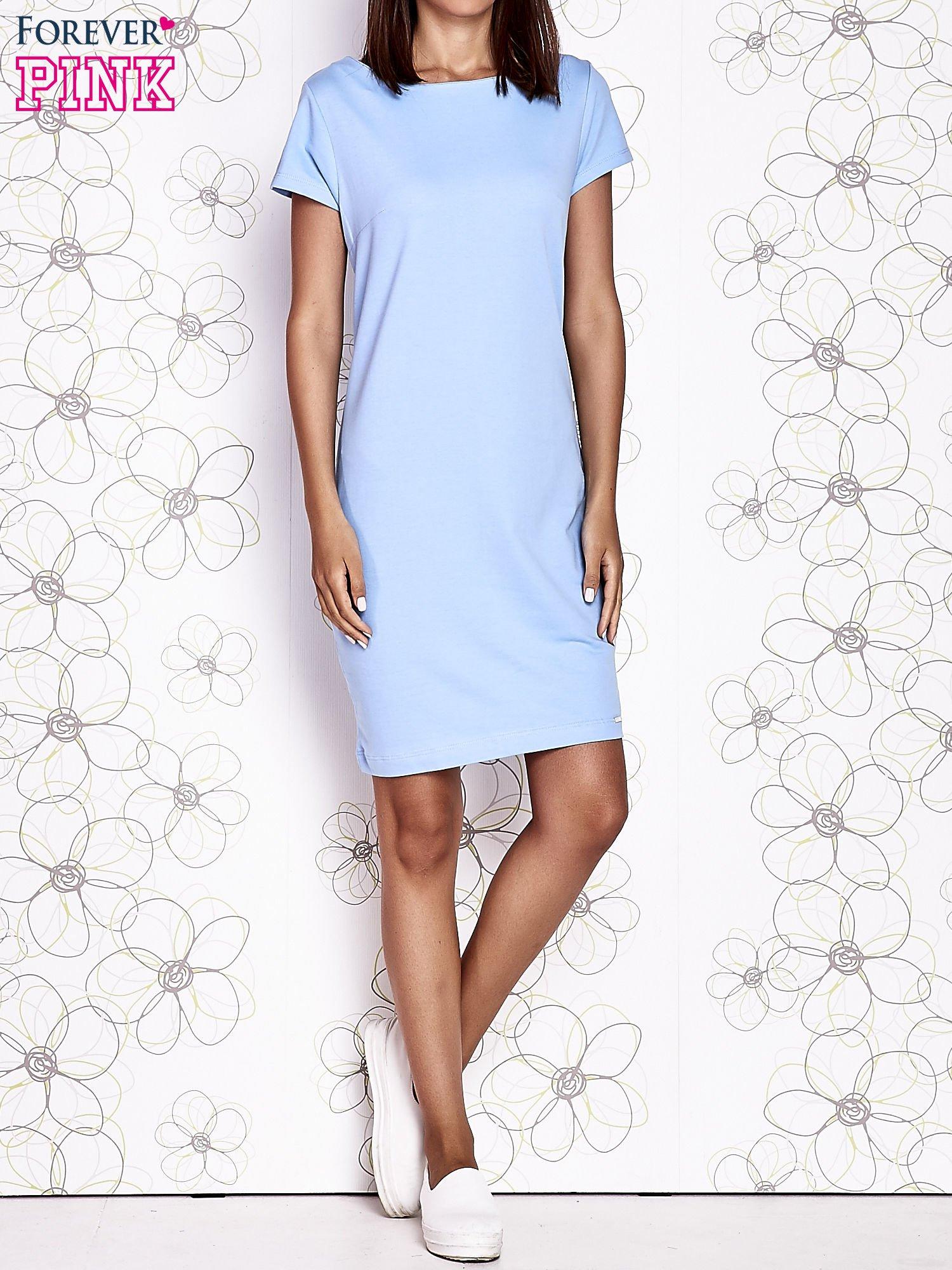Jasnoniebieska sukienka dresowa o prostym kroju                                  zdj.                                  5