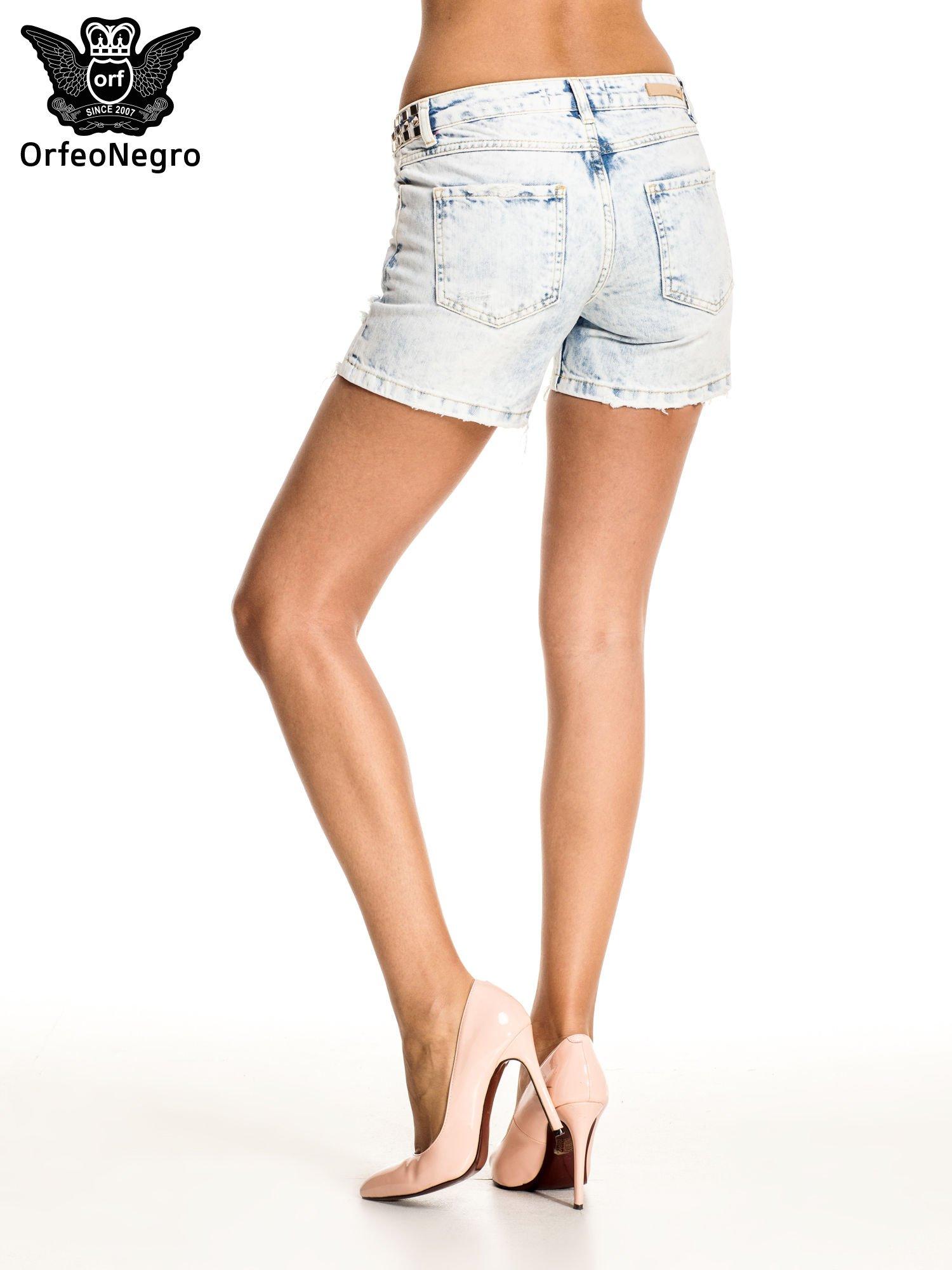Jasnoniebieskie jeansowe szorty z ćwiekami                                  zdj.                                  2