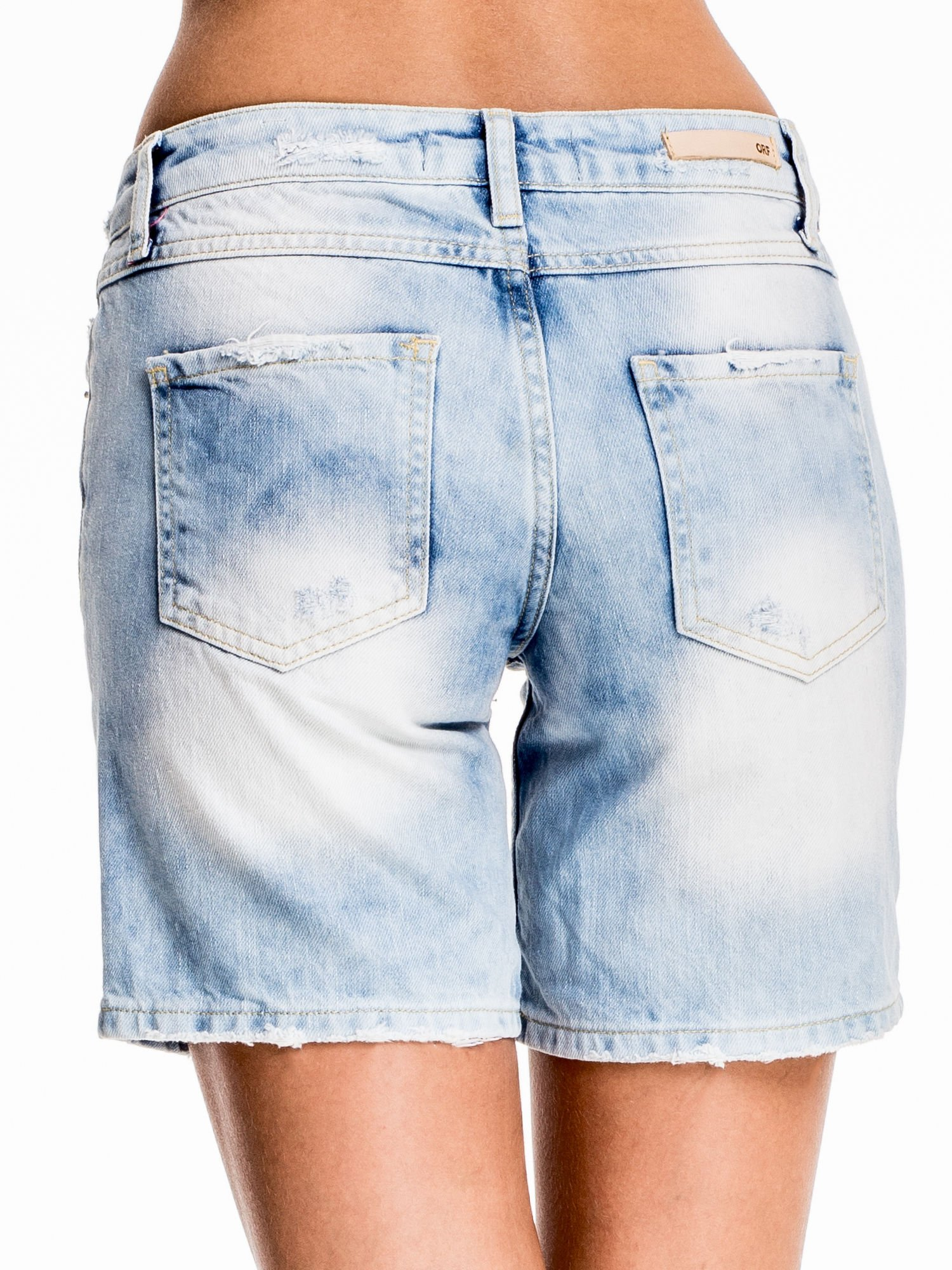 Jasnoniebieskie jeansowe szorty z dłuższą nogawką                                  zdj.                                  2