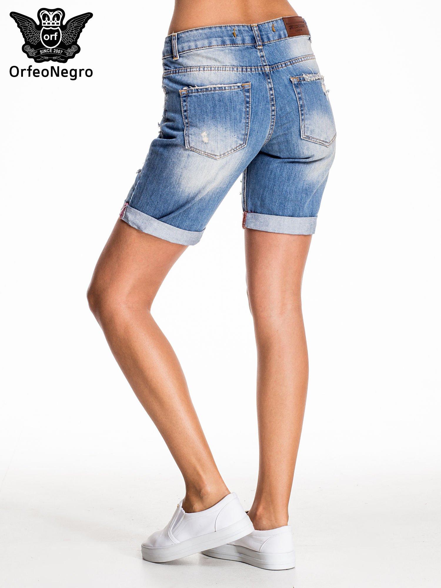 Jasnoniebieskie jeansowe szorty z podwijaną nogawką                                  zdj.                                  5
