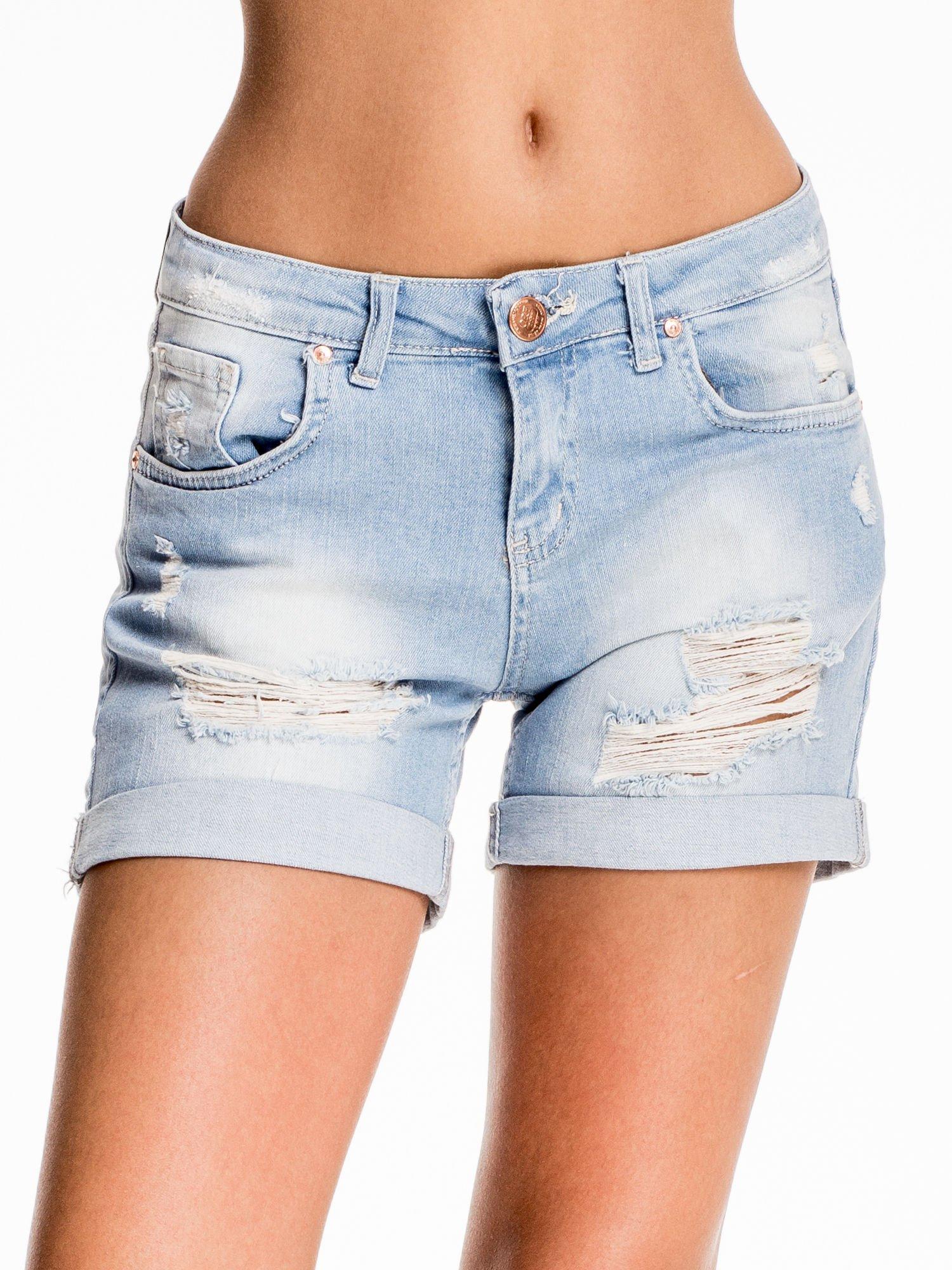 Jasnoniebieskie jeansowe szorty z przetarciem                                  zdj.                                  1