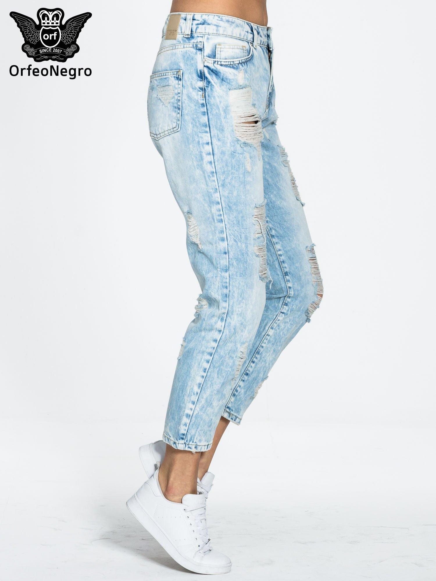 Jasnoniebieskie spodnie boyfriend jeans z przetarciami                                  zdj.                                  3