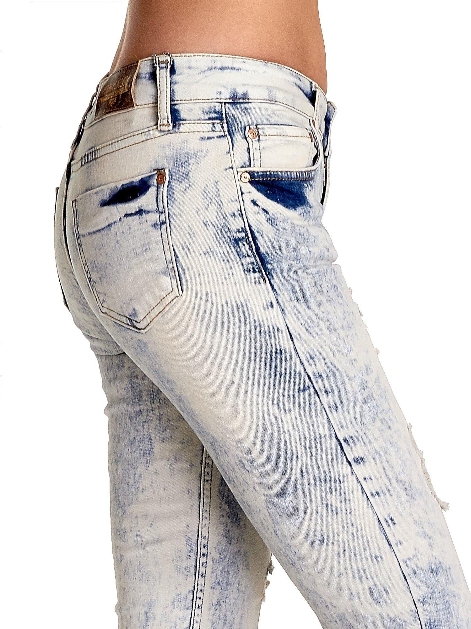 Jasnoniebieskie spodnie jeansowe dzwony z przetarciami                                  zdj.                                  6