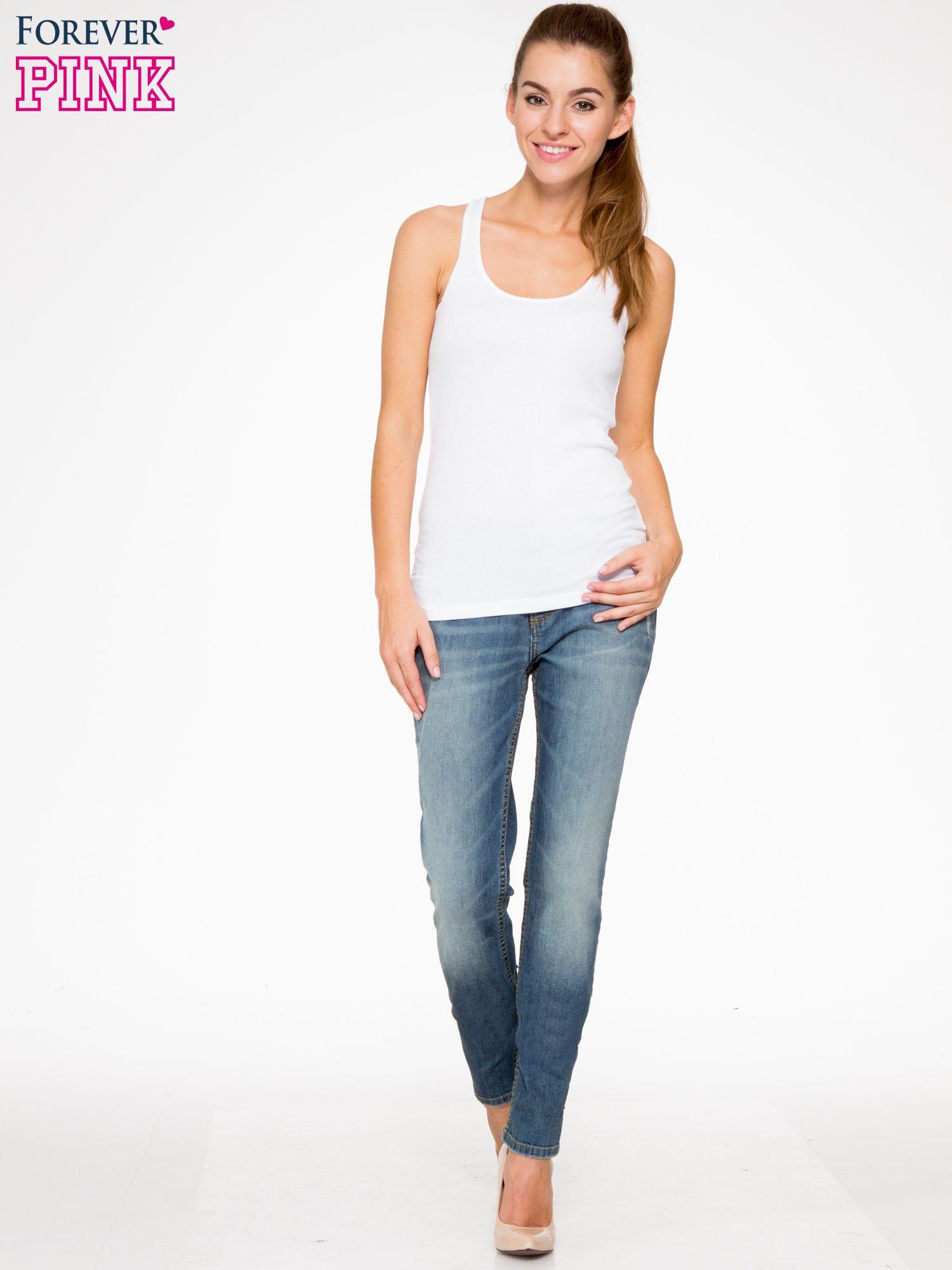 Jasnoniebieskie spodnie jeansowe typu rurki z cieniowaniem                                  zdj.                                  2