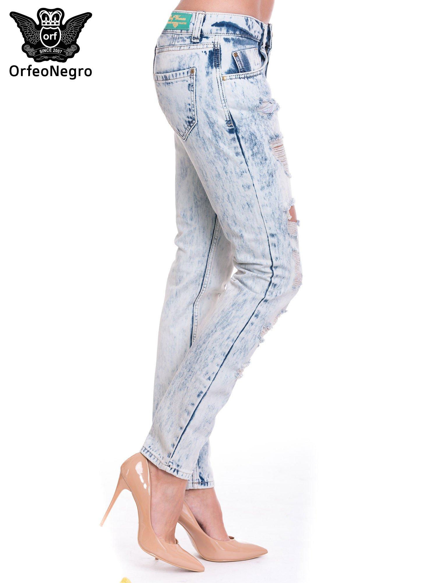 Jasnoniebieskie spodnie jeansowe z dziurami                                  zdj.                                  3