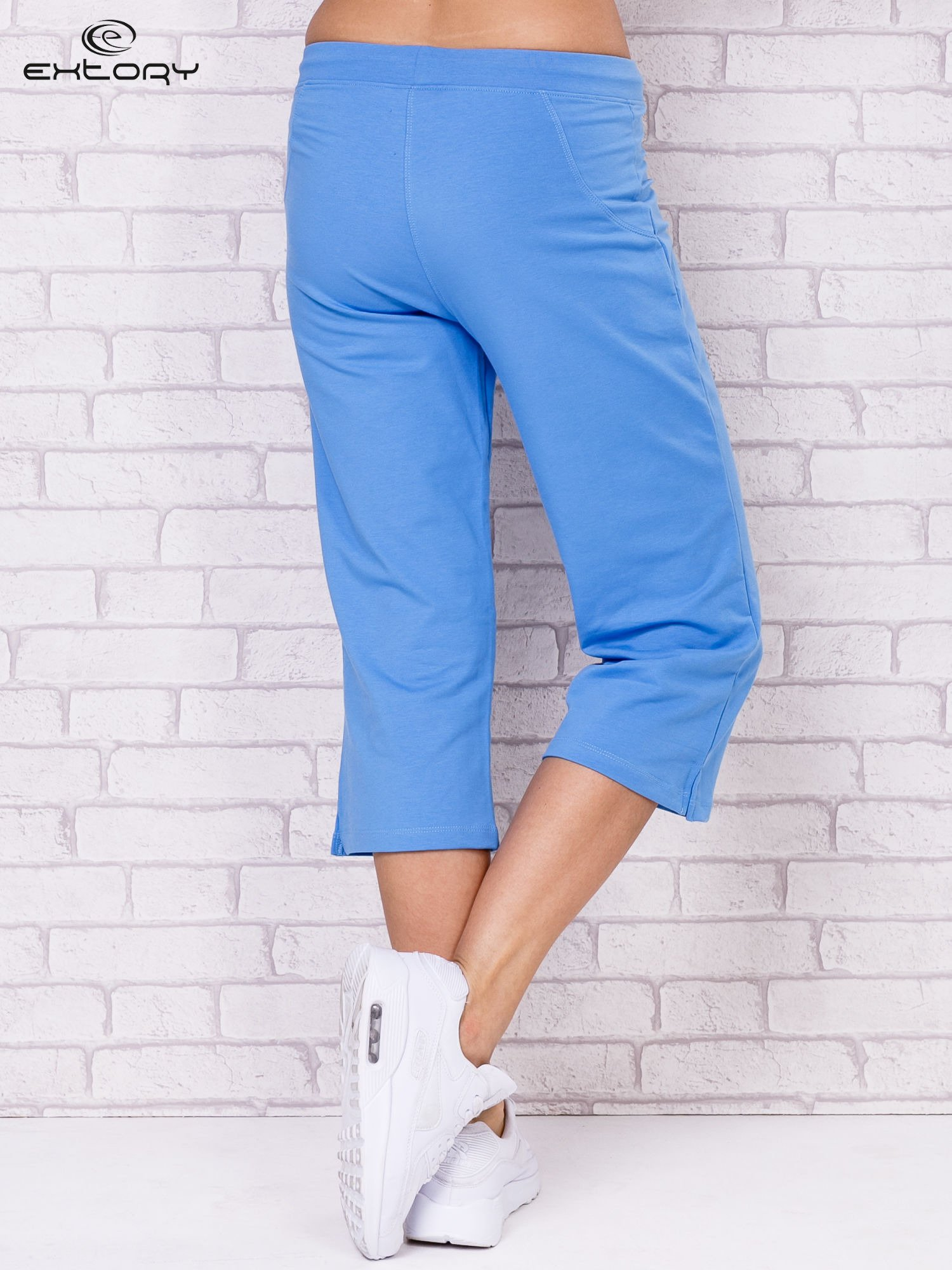 Jasnoniebieskie spodnie sportowe capri                                  zdj.                                  2