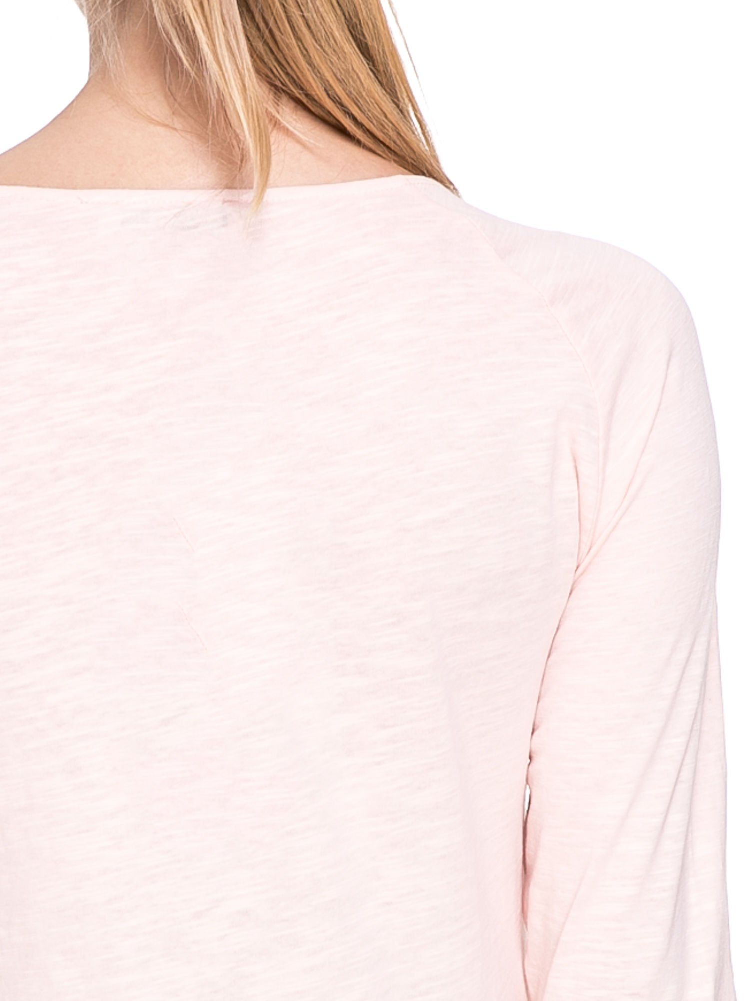 Jasnoróżowa bluzka z koronkowym przodem                                  zdj.                                  7