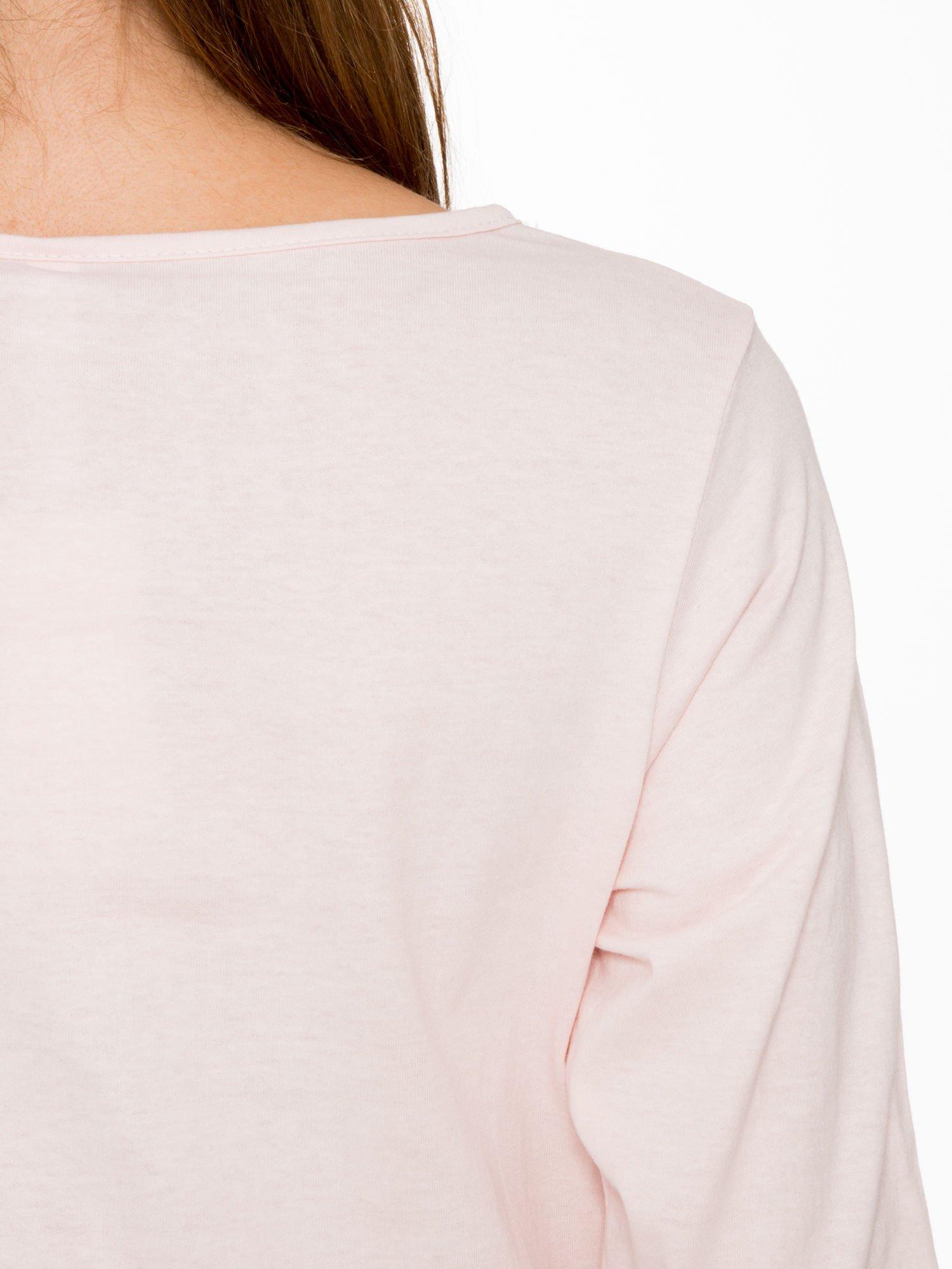 Jasnoróżowa bluzka z napisem FOLLOW YOUR DREAMS                                  zdj.                                  9