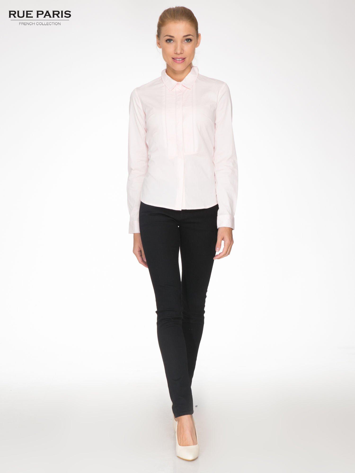 Jasnoróżowa elegancka koszula damska z marszczonym przodem                                  zdj.                                  2