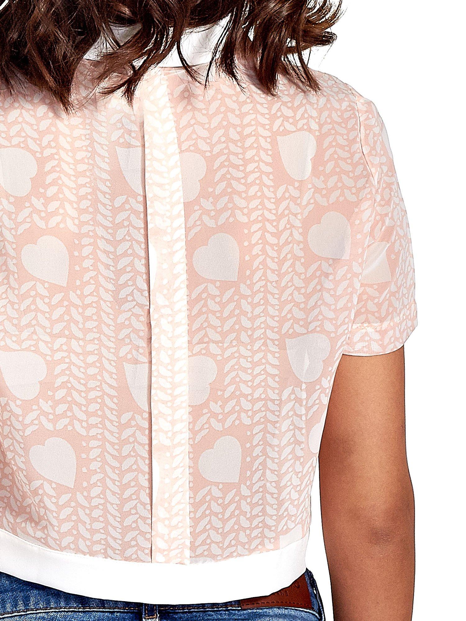 Jasnoróżowa koszula cropped w serduszka                                  zdj.                                  6
