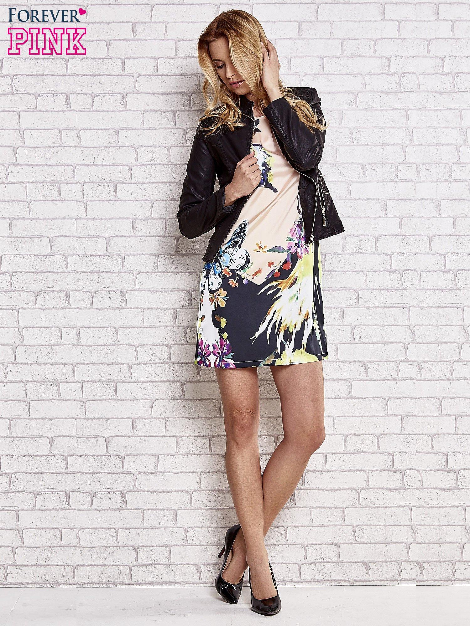 Jasnoróżowa sukienka z malowanym nadrukiem                                  zdj.                                  2