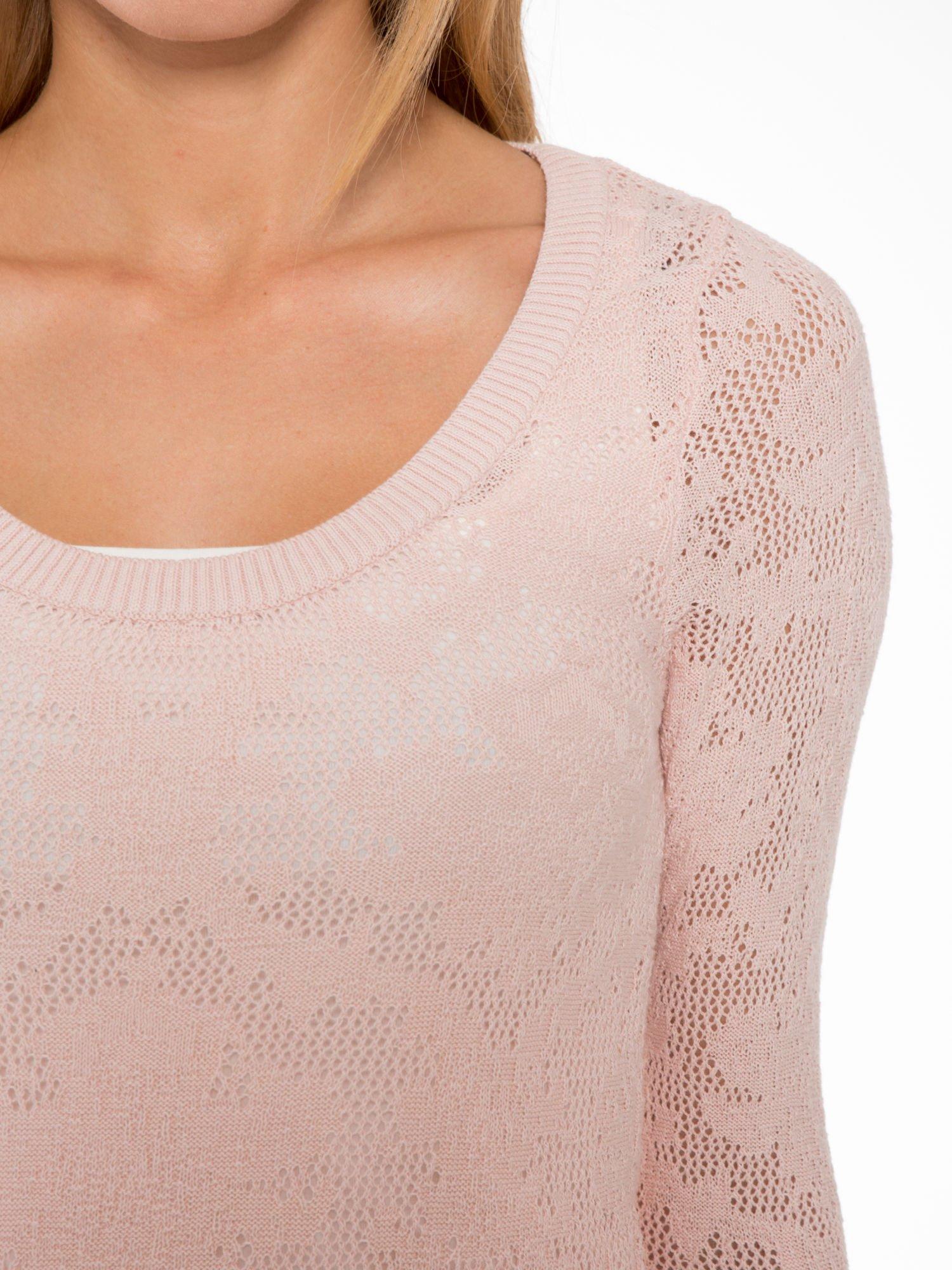 Jasnoróżowy ażurowy sweter z rękawami 3/4                                  zdj.                                  5