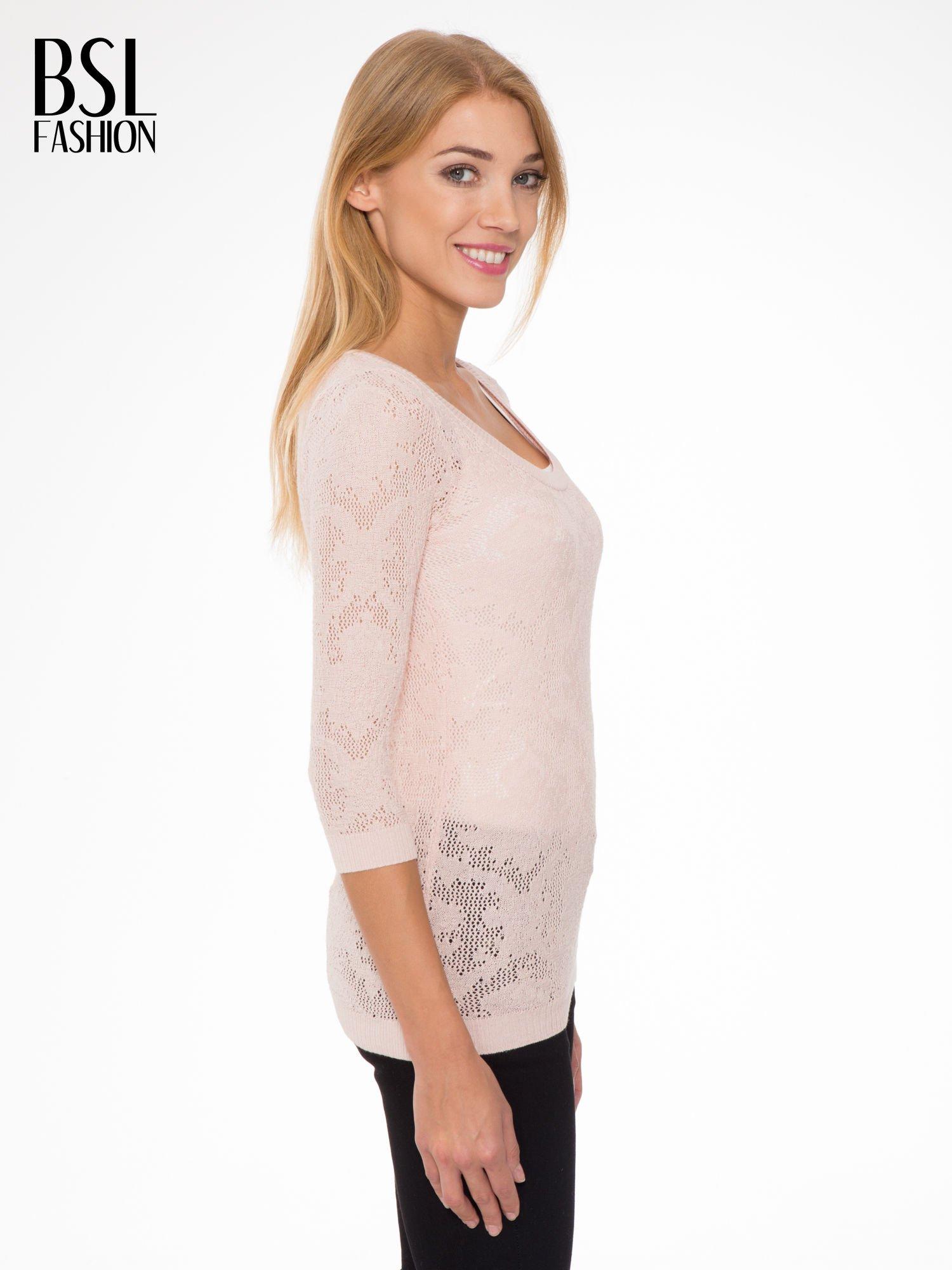 Jasnoróżowy ażurowy sweter z rękawami 3/4                                  zdj.                                  3