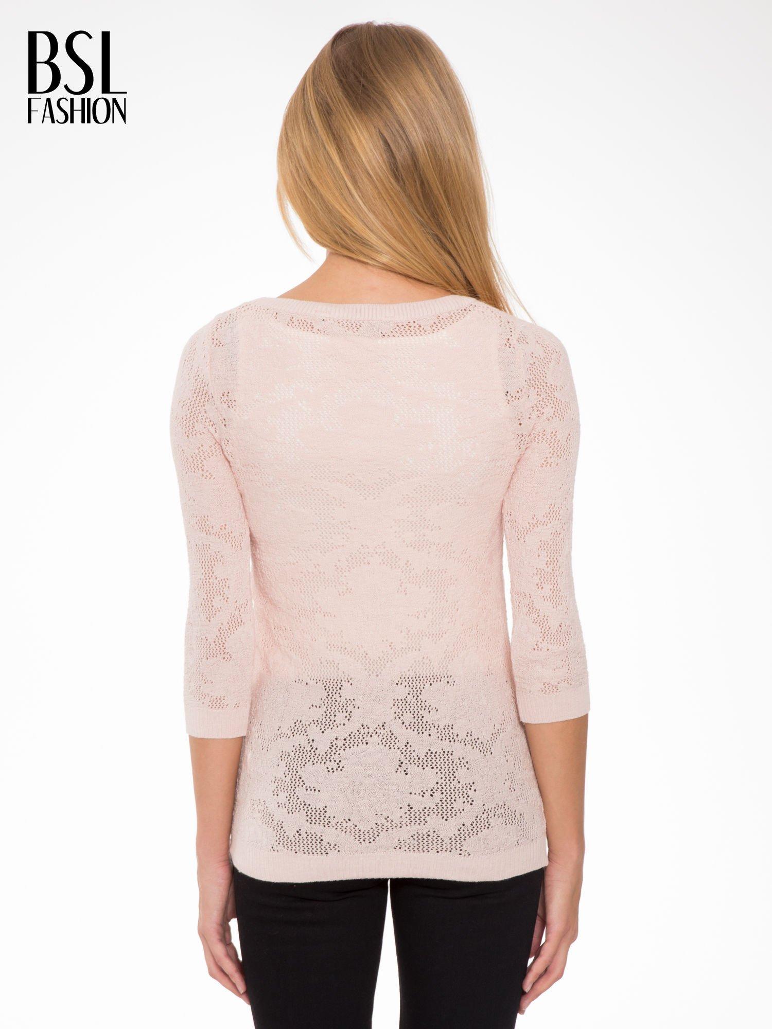 Jasnoróżowy ażurowy sweter z rękawami 3/4                                  zdj.                                  4