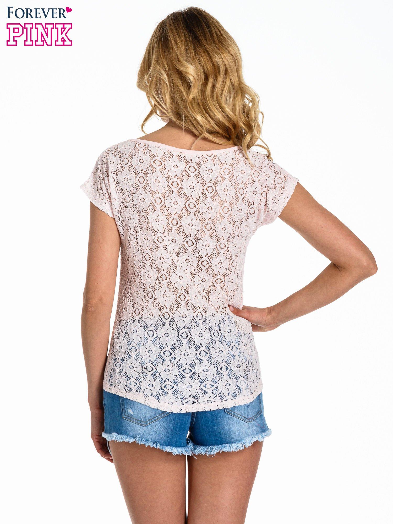 Jasnoróżowy panterkowy t-shirt z koronką                                  zdj.                                  4