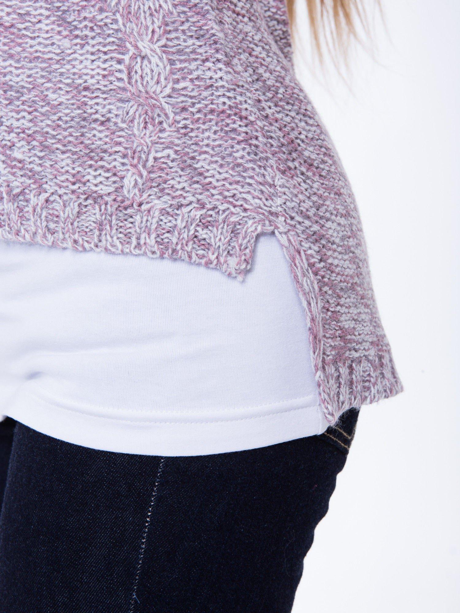 Jasnoróżowy sweter z warkoczowym splotem z przodu                                  zdj.                                  7