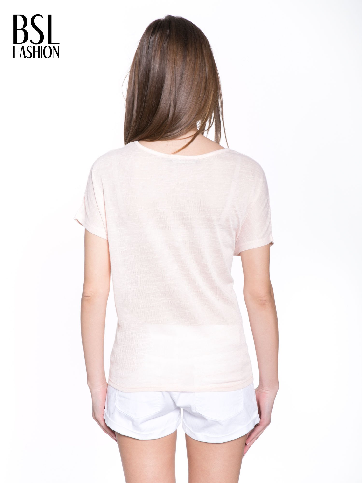 Jasnoróżowy t-shirt z kwiatowym napisem STOP SMELL ROSES                                  zdj.                                  4