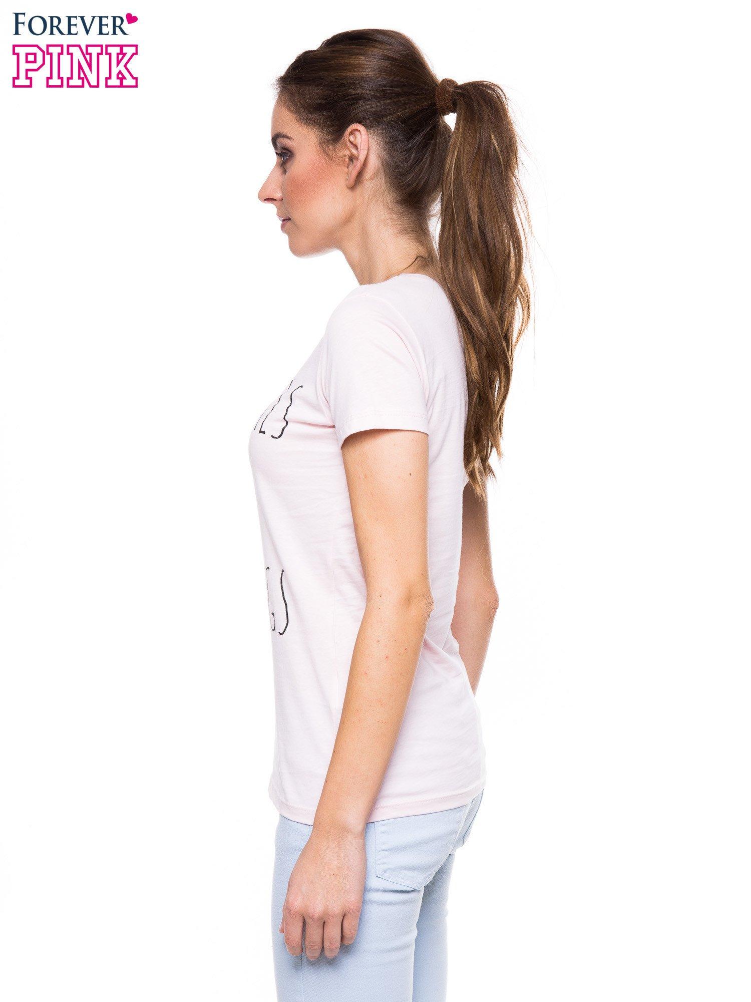 Jasnoróżowy t-shirt z nadrukiem GOOD GIRLS DO BAD THINGS                                  zdj.                                  3