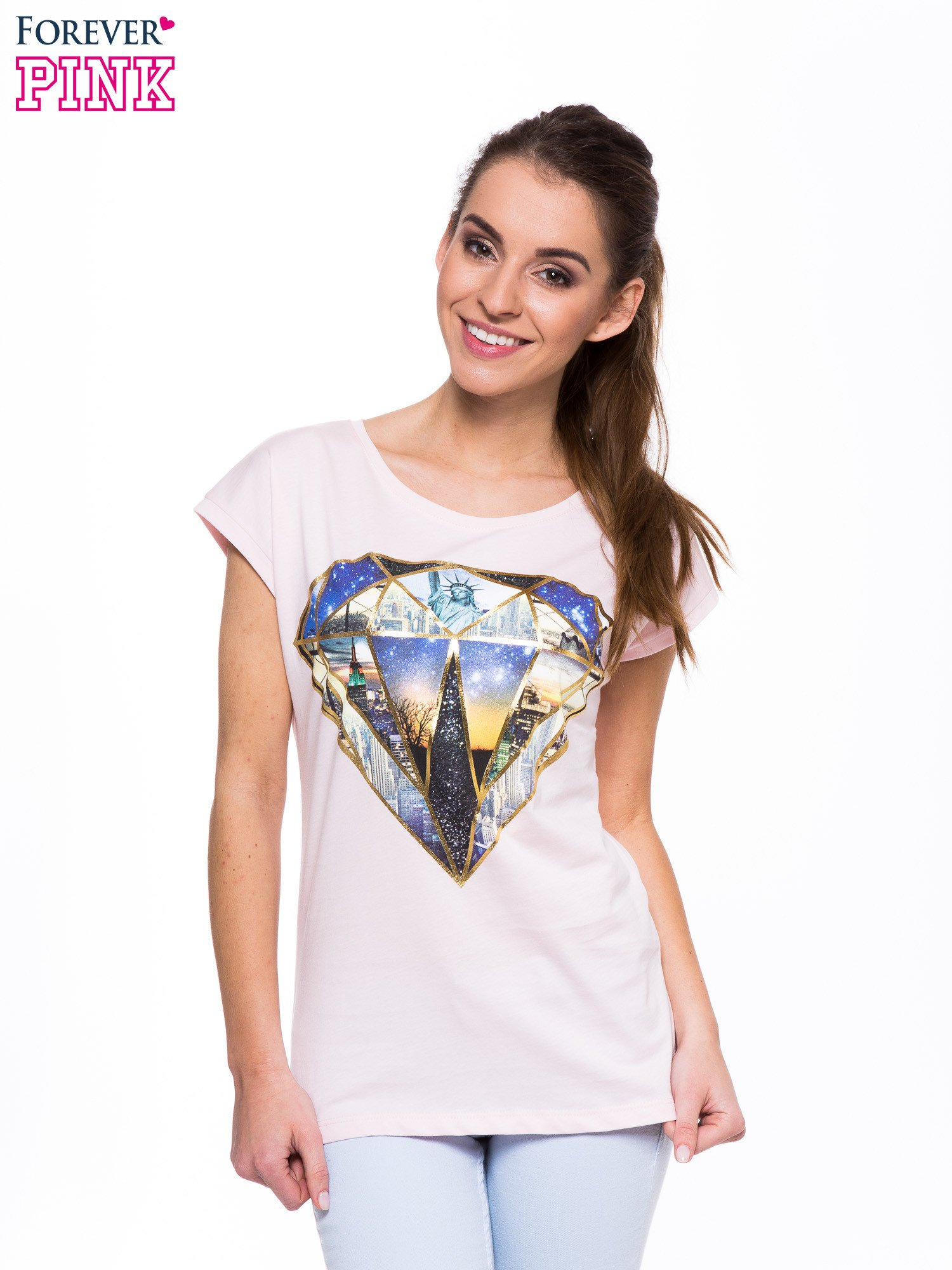 Jasnoróżowy t-shirt z nadrukiem miast                                  zdj.                                  1