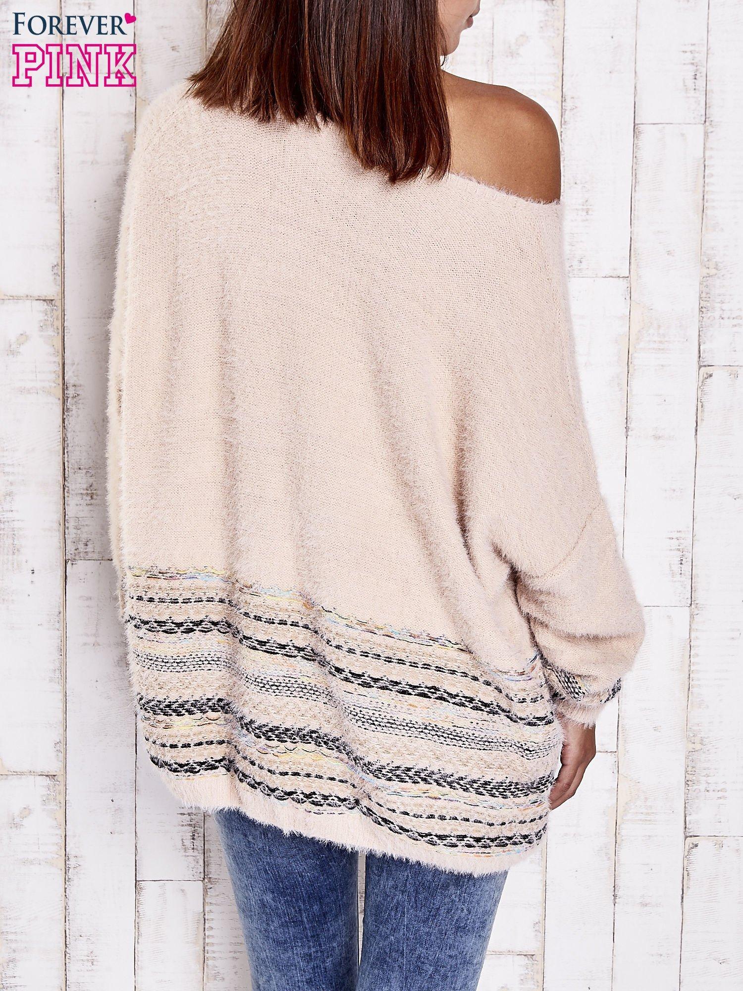 Jasnoróżowy włochaty sweter oversize z kolorową nitką                                   zdj.                                  5