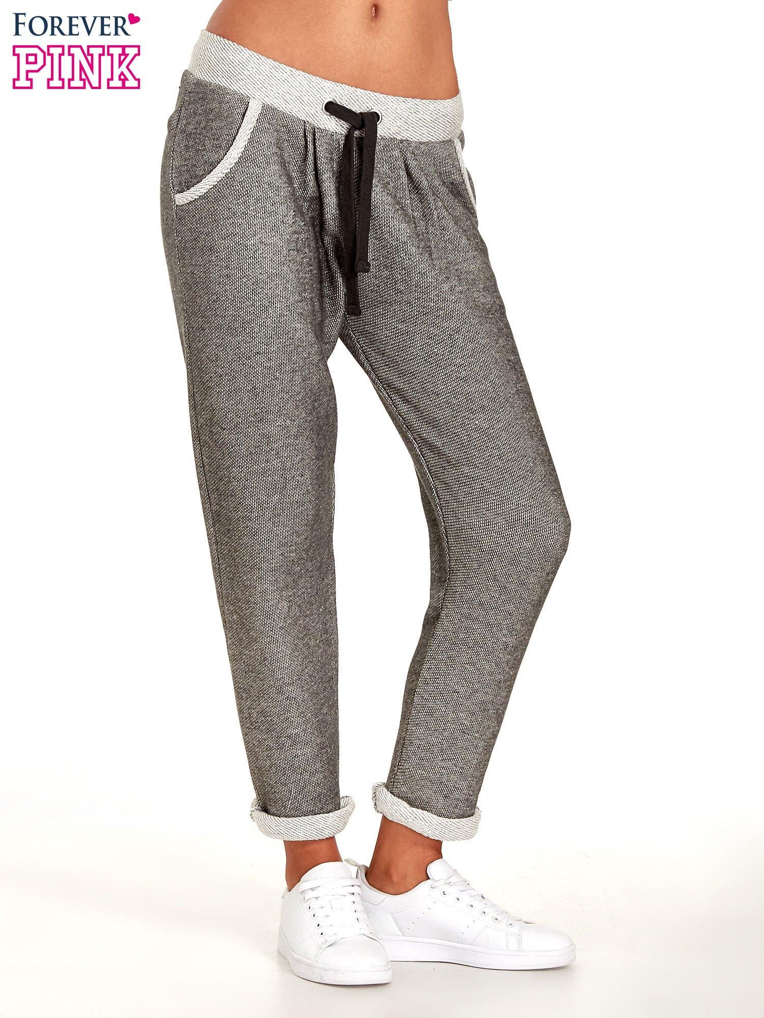 Jasnoszare melanżowe spodnie dresowe w stylu casual                                  zdj.                                  1