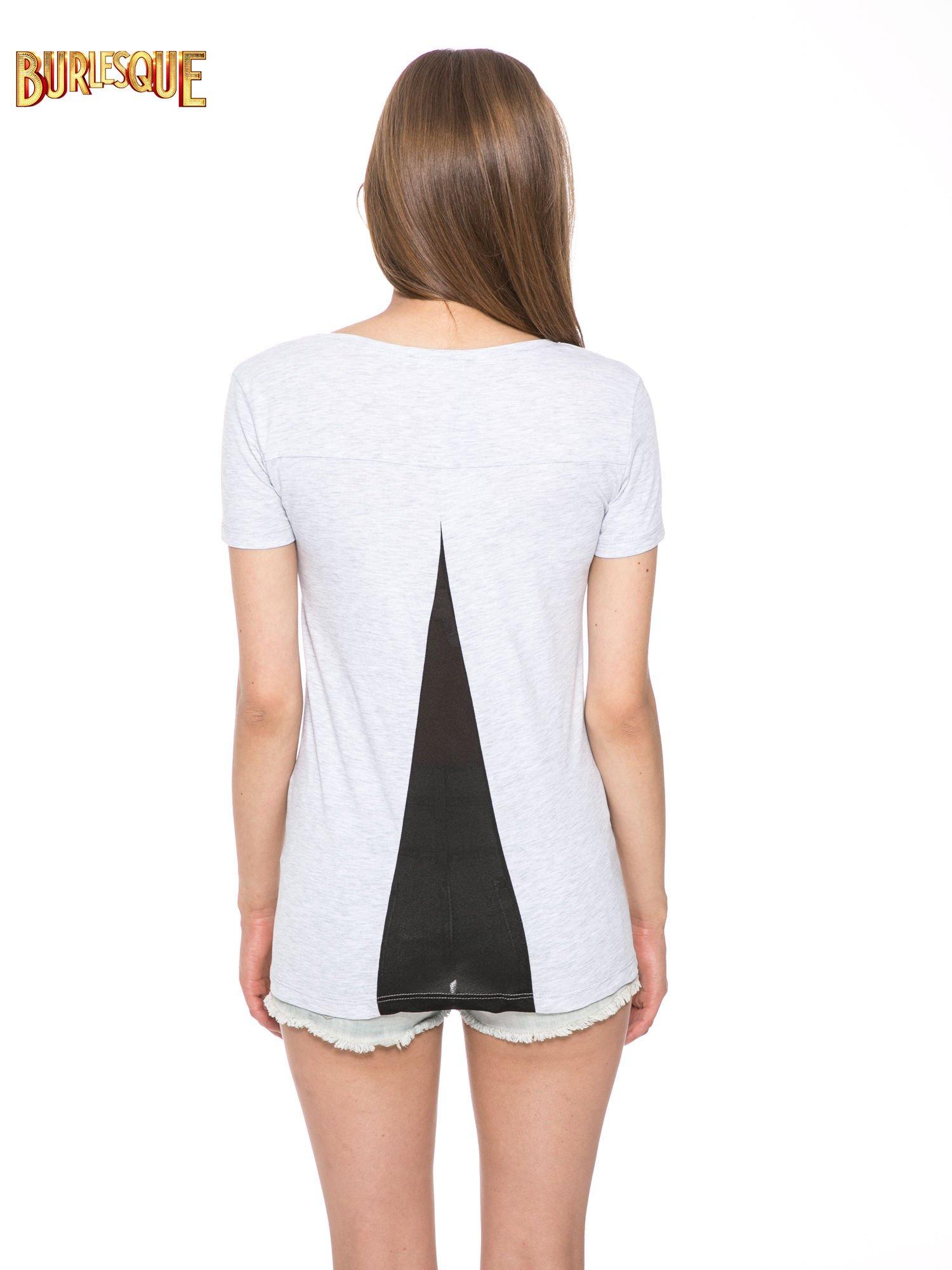 Jasnoszary t-shirt z nadrukiem stokrotki z dżetami                                  zdj.                                  4