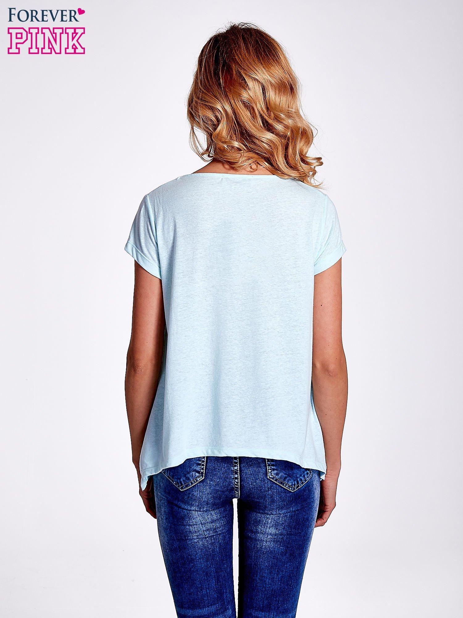 Jasnoturkusowy asymetryczny t-shirt                                  zdj.                                  4