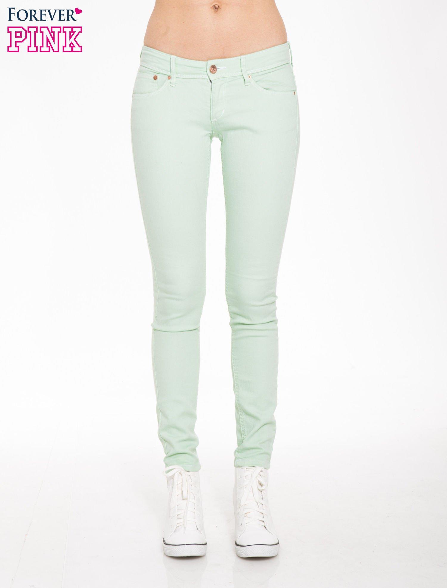 Jasnozielone spodnie jeansowe typu rurki                                  zdj.                                  1