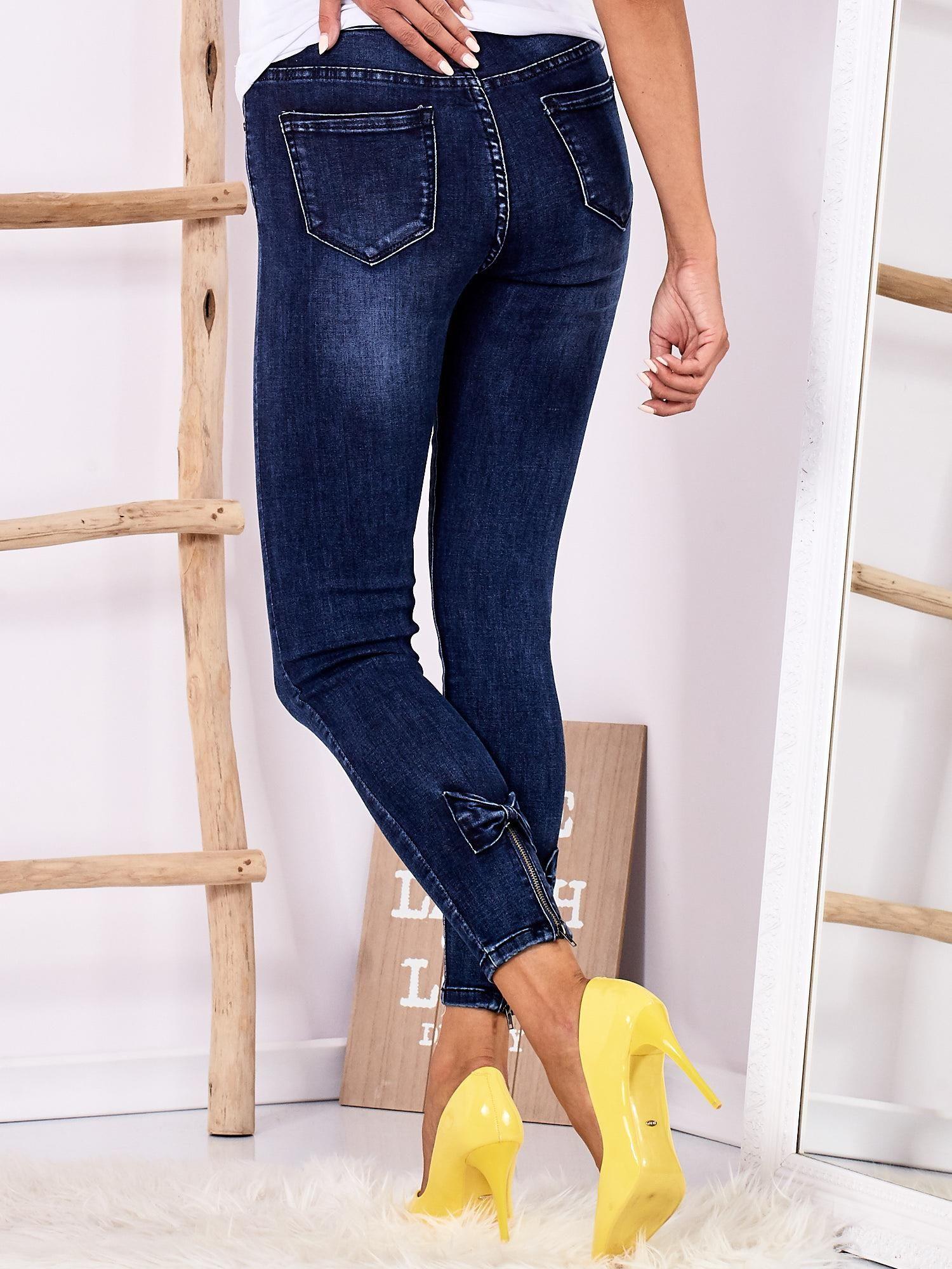 879ebbeb9224 Jeansowe rurki high waist z kokardkami ciemnoniebieskie - Spodnie ...