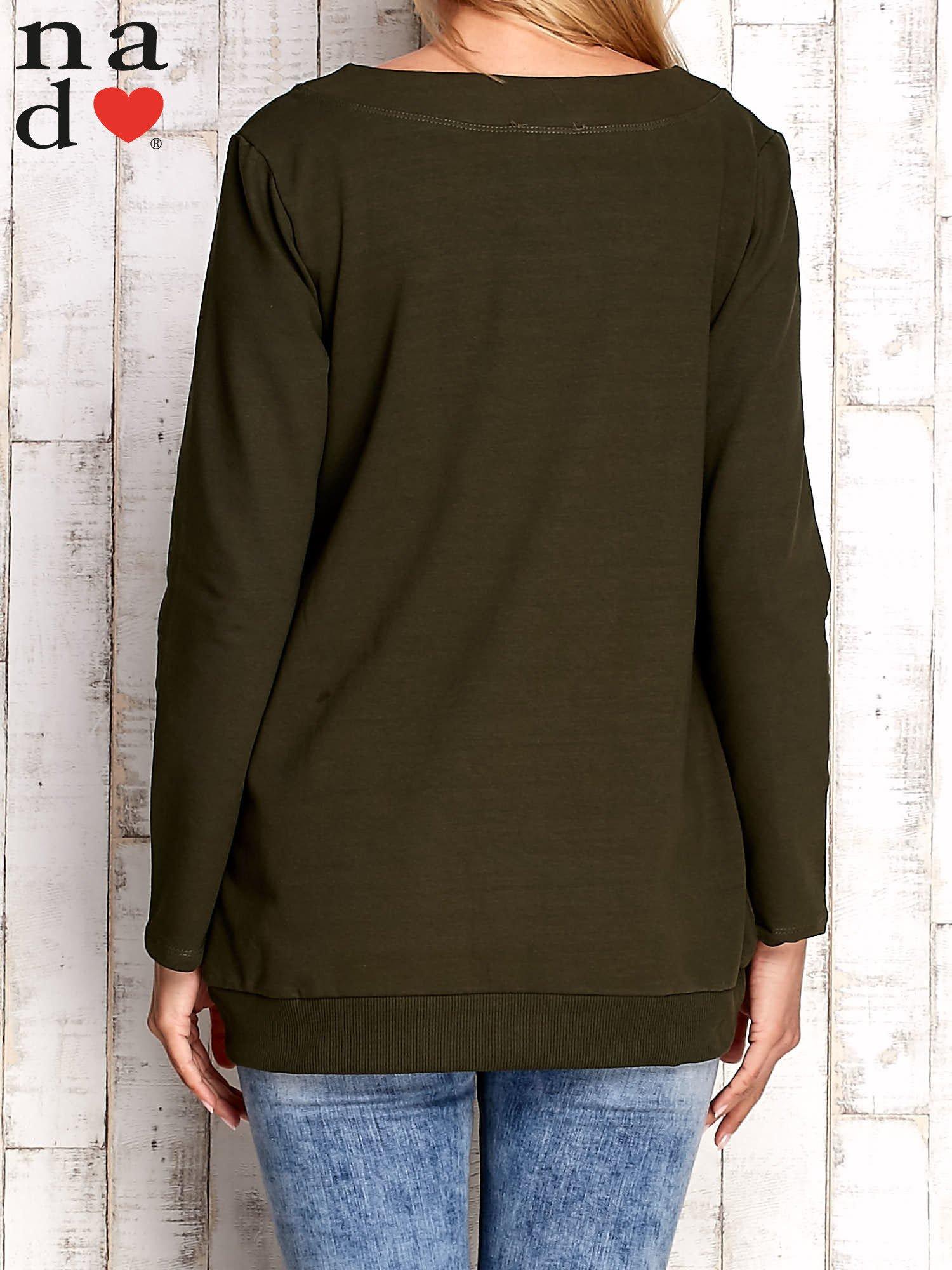 Khaki bluza z dekoltem w łódkę                                  zdj.                                  4