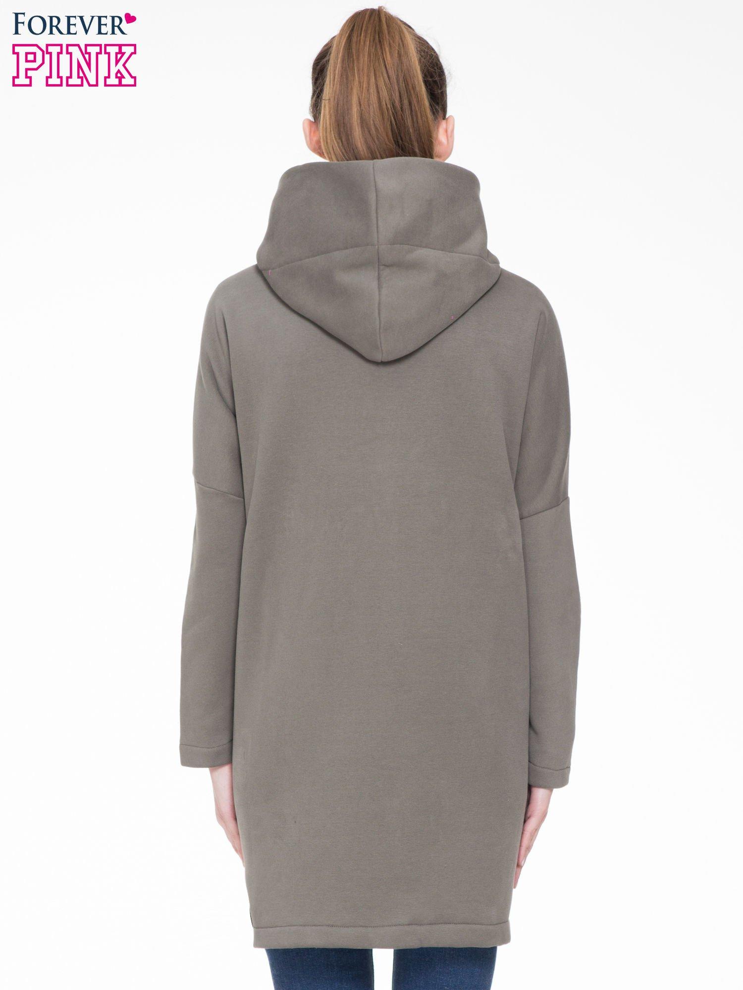 Khaki dresowy płaszcz z kapturem i kieszeniami                                  zdj.                                  4