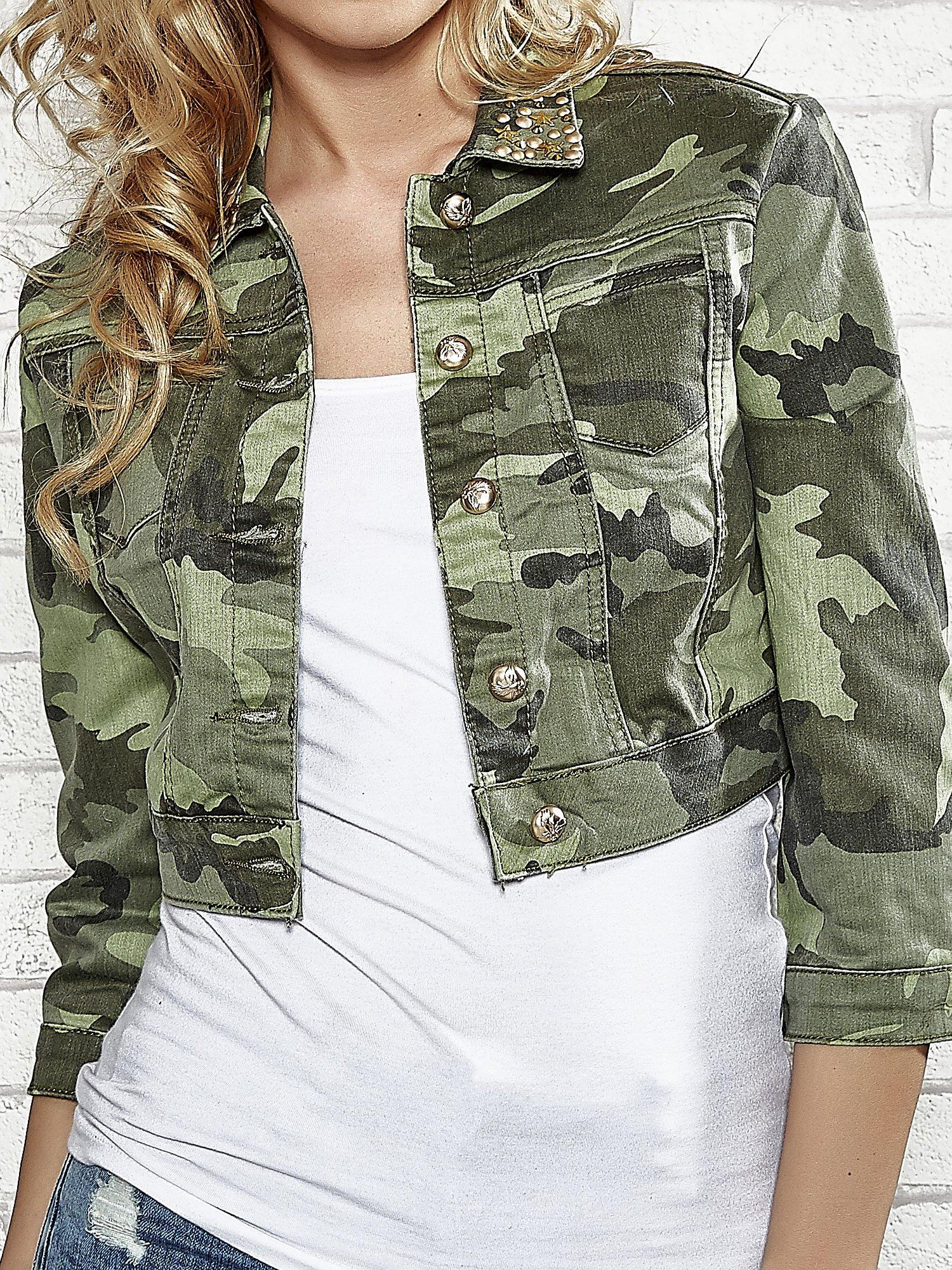 Khaki krótka kurtka z aplikacją na kołnierzu                                  zdj.                                  5