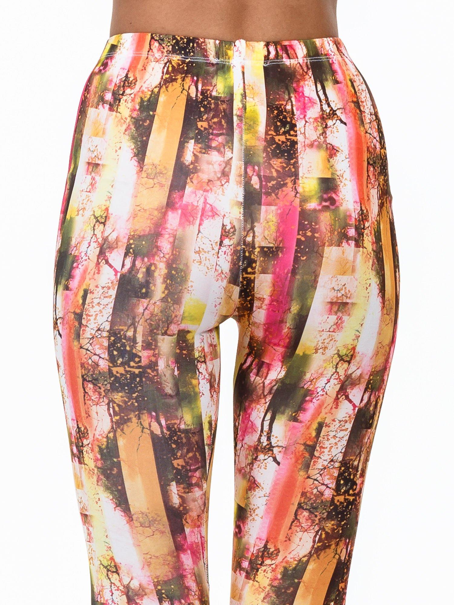Kolorowe legginsy z graficznym nadrukiem                                  zdj.                                  6