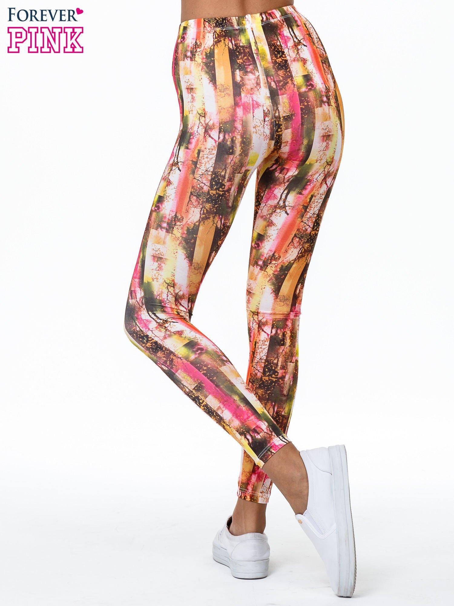 Kolorowe legginsy z graficznym nadrukiem                                  zdj.                                  4