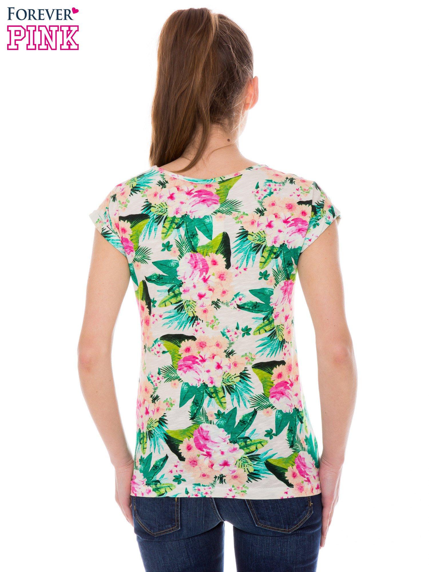 Kolorowy t-shirt w kwiaty                                  zdj.                                  3