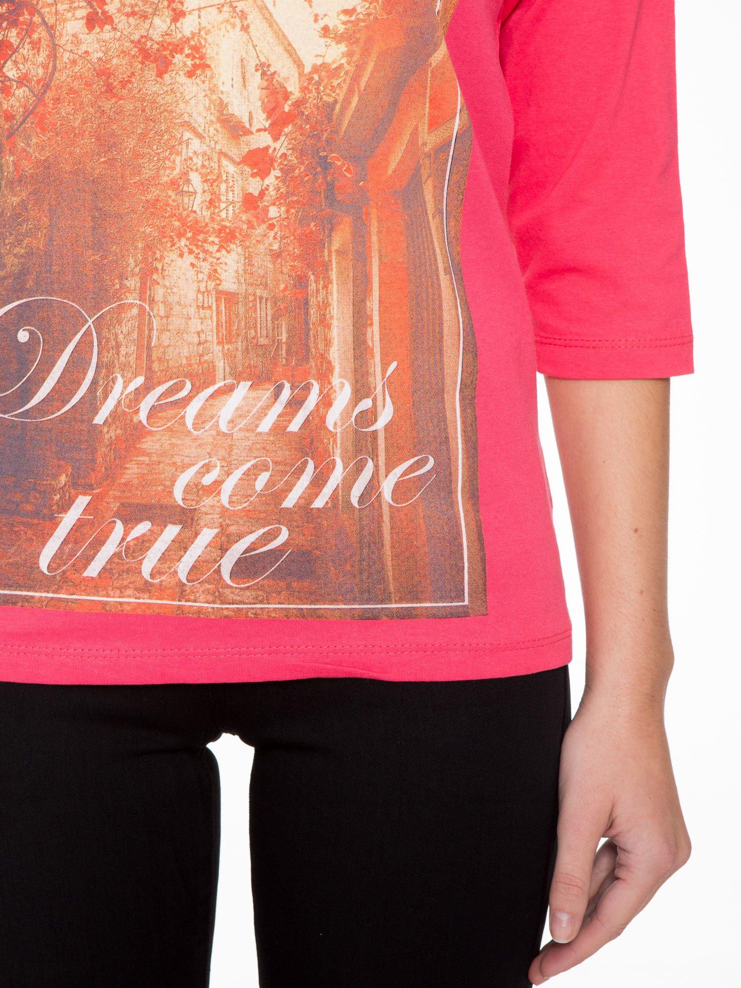 Koralowa bluzka z nadrukiem DREAMS COME TRUE                                  zdj.                                  6